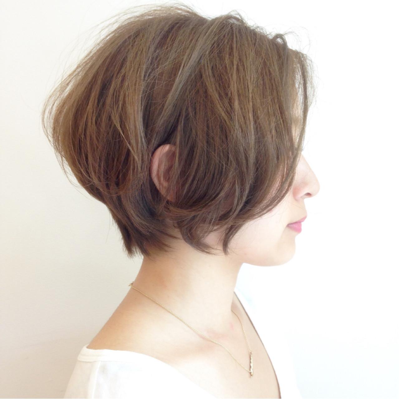 リラックス かき上げ前髪 ショート アッシュベージュ ヘアスタイルや髪型の写真・画像