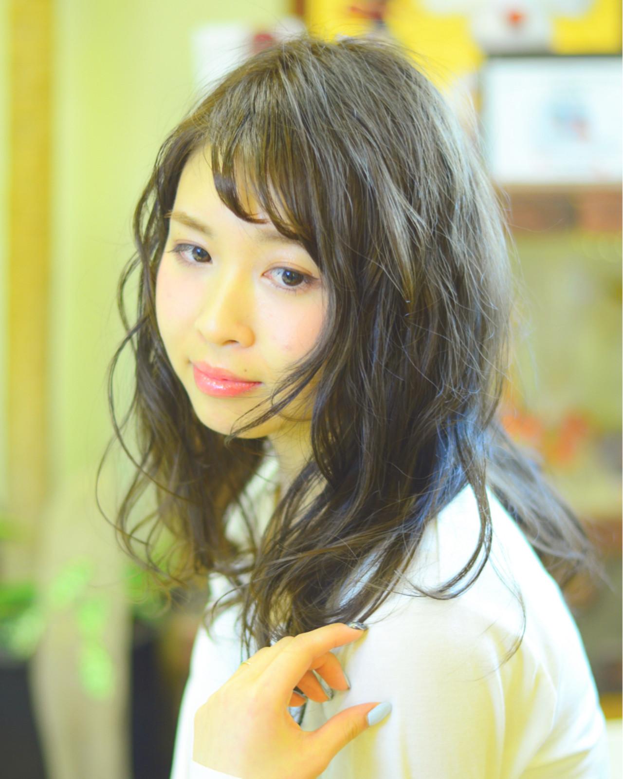 色気 流し前髪 デジタルパーマ フェミニン ヘアスタイルや髪型の写真・画像