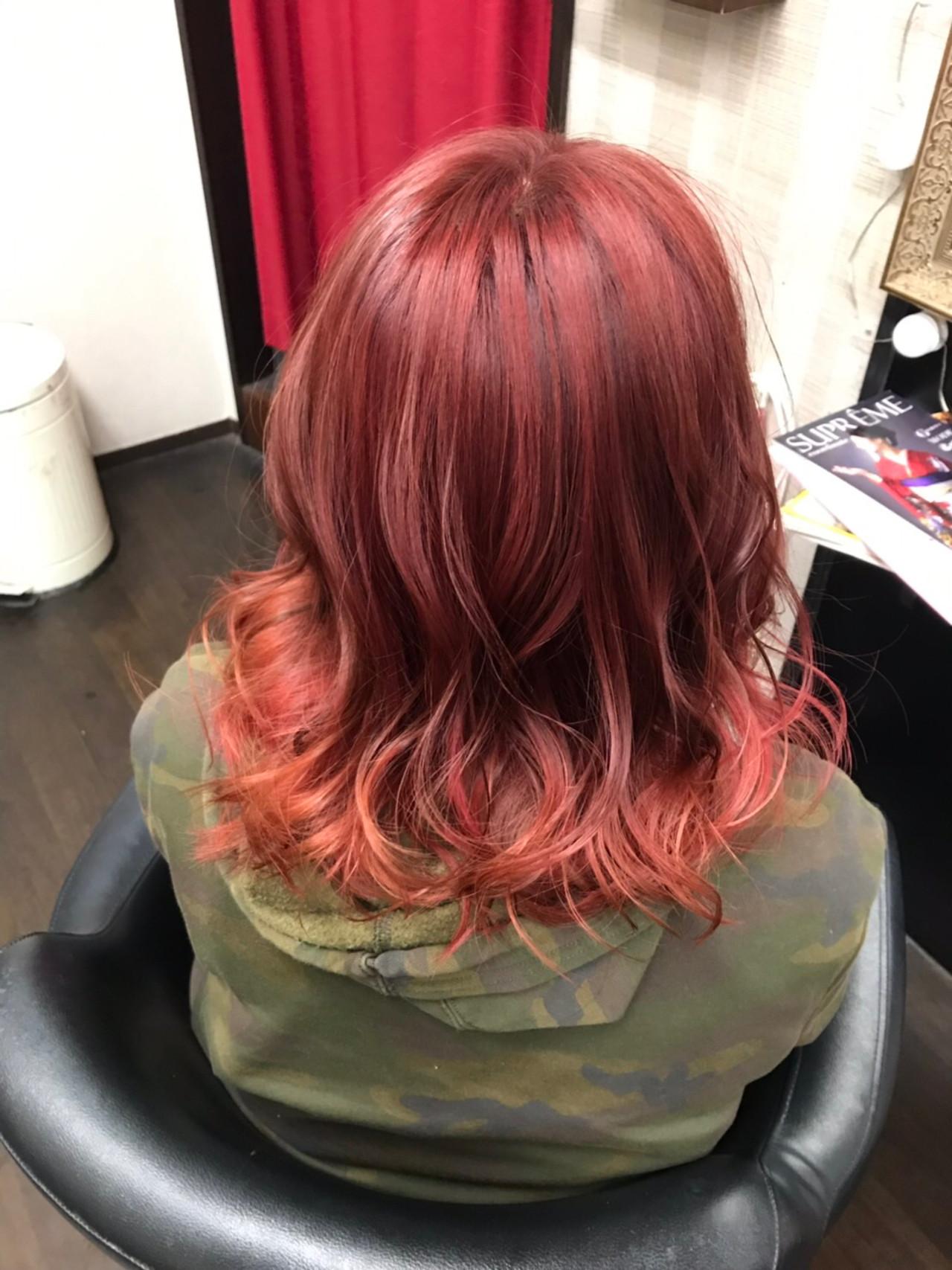 ミディアム ストリート ヘアカラー 赤髪 ヘアスタイルや髪型の写真・画像
