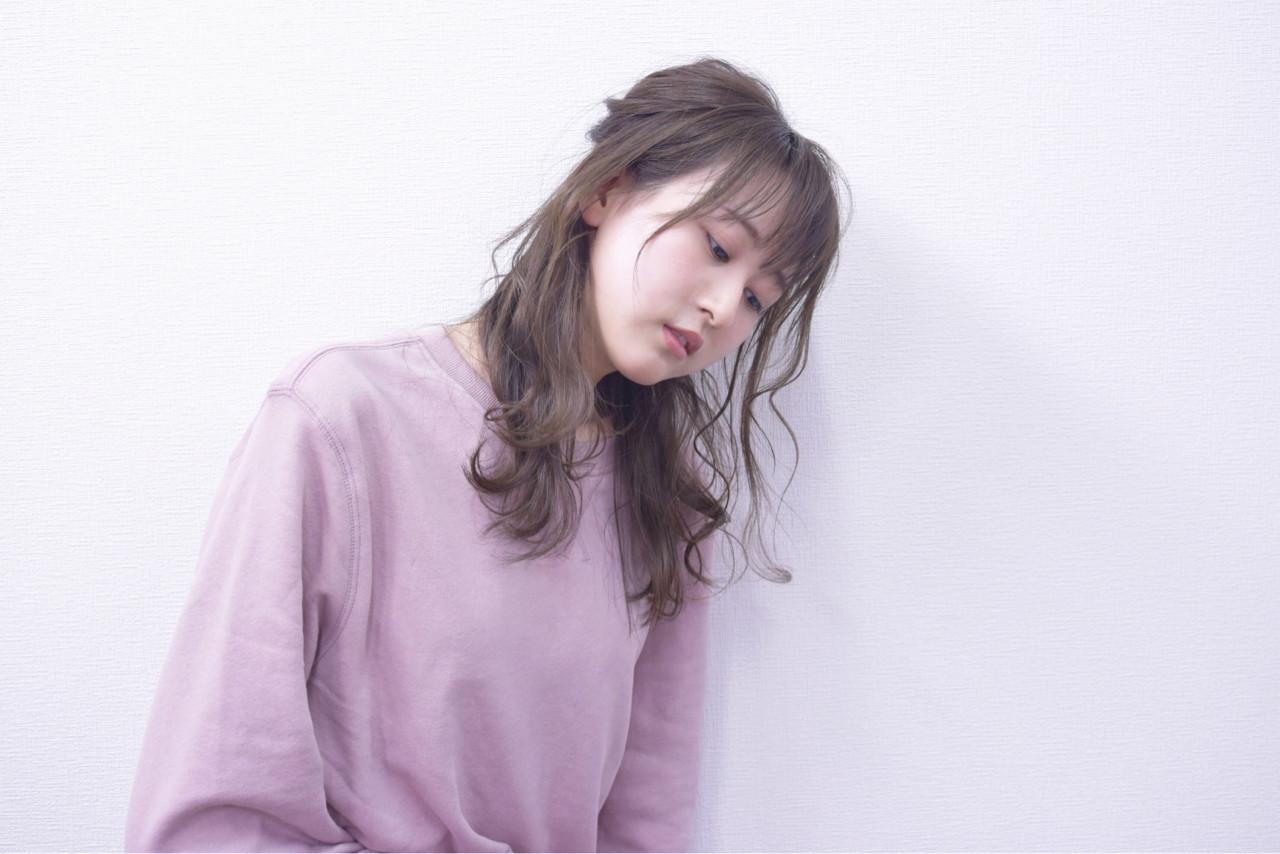 ロング 簡単ヘアアレンジ くるりんぱ フェミニン ヘアスタイルや髪型の写真・画像 | hironao murakami / Eight渋谷本店