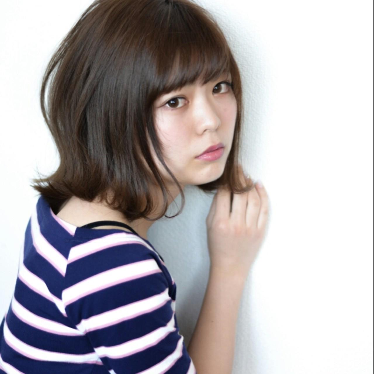 女子ウケが良い外ハネボブ 暗い髪色にも合うので幅広く おすすめできるスタイルです。