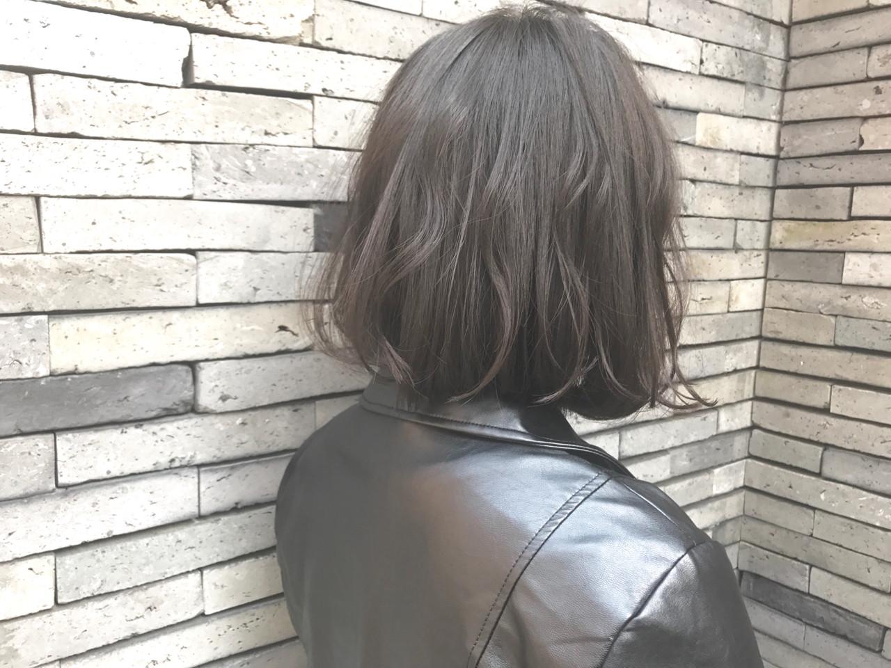 グレー ボブ ナチュラル アッシュグレー ヘアスタイルや髪型の写真・画像
