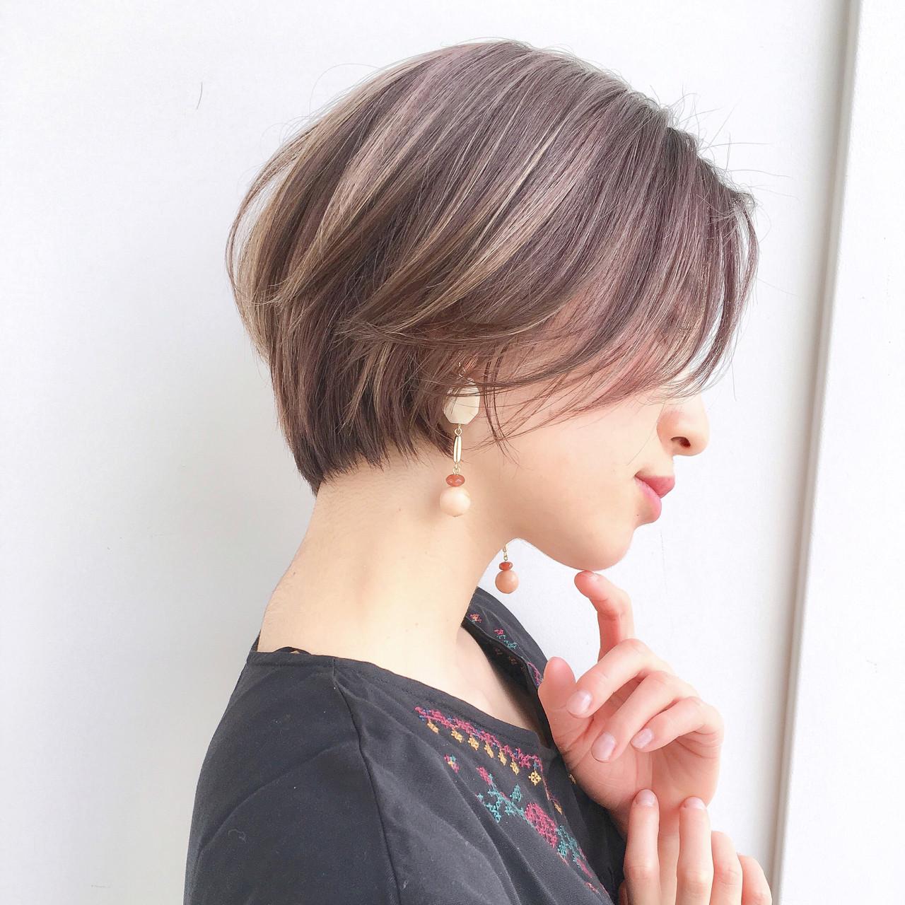 【綺麗な形】✨【フォルム】周りに褒められるヘアが理想です☺︎✂︎? ・ 小顔 似合わせ ショートグラデーションボブがおススメです☺️ ・ ・ ご覧頂きありがとうございます? Ramie omotesando でスタイリストをやらせていただいてます山内大成です!✨ (表参道駅から徒歩10秒?です!) ・ hair.make(@ramie_tonsoku) ヘアだけでなくメイクアップもしているからこそトータルビューティーの目線でスタイルを作ります?☺️ ・ ******************* ・ 収まりが良く、簡単にスタイリングできる、乾かしただけでふわっとかわいい質感、束感が自然にできるヘアスタイル☺︎✂︎ 一人一人に似合ったスタイルを提案できますように丁寧にカウンセリング、施術、仕上げをさせていただきます✨ ・ 今まで叶わなかったヘアスタイルを提案、実現できるように全力で頑張ります(^-^)/ ・ ******************* ・ ・ ・ *毛量が多い *癖で広がる *収まりが悪い *小顔になりたい *美容院に迷ってる *スタイリングが難しい バッサリカットも気軽にご予約ご相談ください❣️ ・ 【インスタフォローしてご提示ください☆☆☆】 ・ ・ ・ ○○○ ご予約方法 ○○○ ネットでのご予約が大変取りづらくなっております‼️ 【 × 】しかない場合はお電話(☎️0357754300) インスタからダイレクトメール?も可能です! ○○○○○○○○○○○○ ・ ・ ・ GARDEN Ramie omotesando  東京都港区南青山3-18-11 ヴァンセットビル4F tel. 03-5775-4300 http://ramie-hair.jp/ 火・水 11:00 ~ 20:30木・金 11:30 ~ 21:00 土・日 10:00 ~ 19:00 祝 日 10:00 ~ 19:00 月曜日 定休 ・ ・ ・ #iPhone美容師#ショートボブの匠#ミディアム も得意 好きなのは #ロング#GARDEN#Ramie#サイドシルエット#愛され#小顔#mery#TOKYO#メイク#カット#ピンク#撮影#tonsoku#ar#アール#ブルージュ#ボブ#前下がり #ショート#ショートヘア#ショートボブ#メイク#gu#snidel #코디#เสื้อผ้าแฟชั่น#時尚#インスタ映え