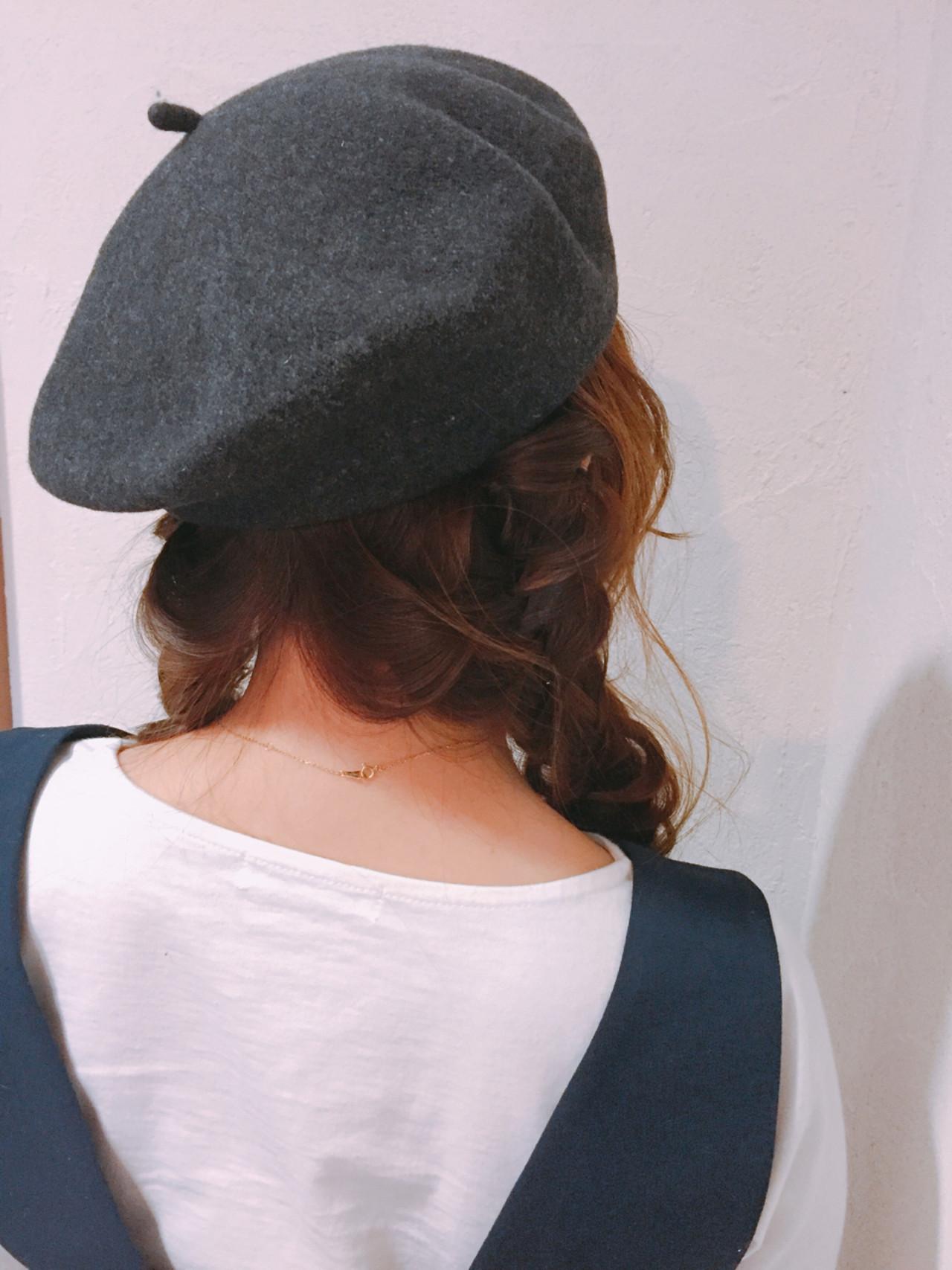 ナチュラル ベレー帽 ロング 編み込み ヘアスタイルや髪型の写真・画像