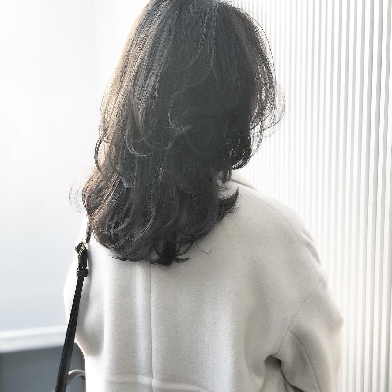 透明感 ナチュラル セミロング グレージュ ヘアスタイルや髪型の写真・画像 | 萩原 翔志也/ブリーチなしグレージュ/ストレート / Vicca 青山
