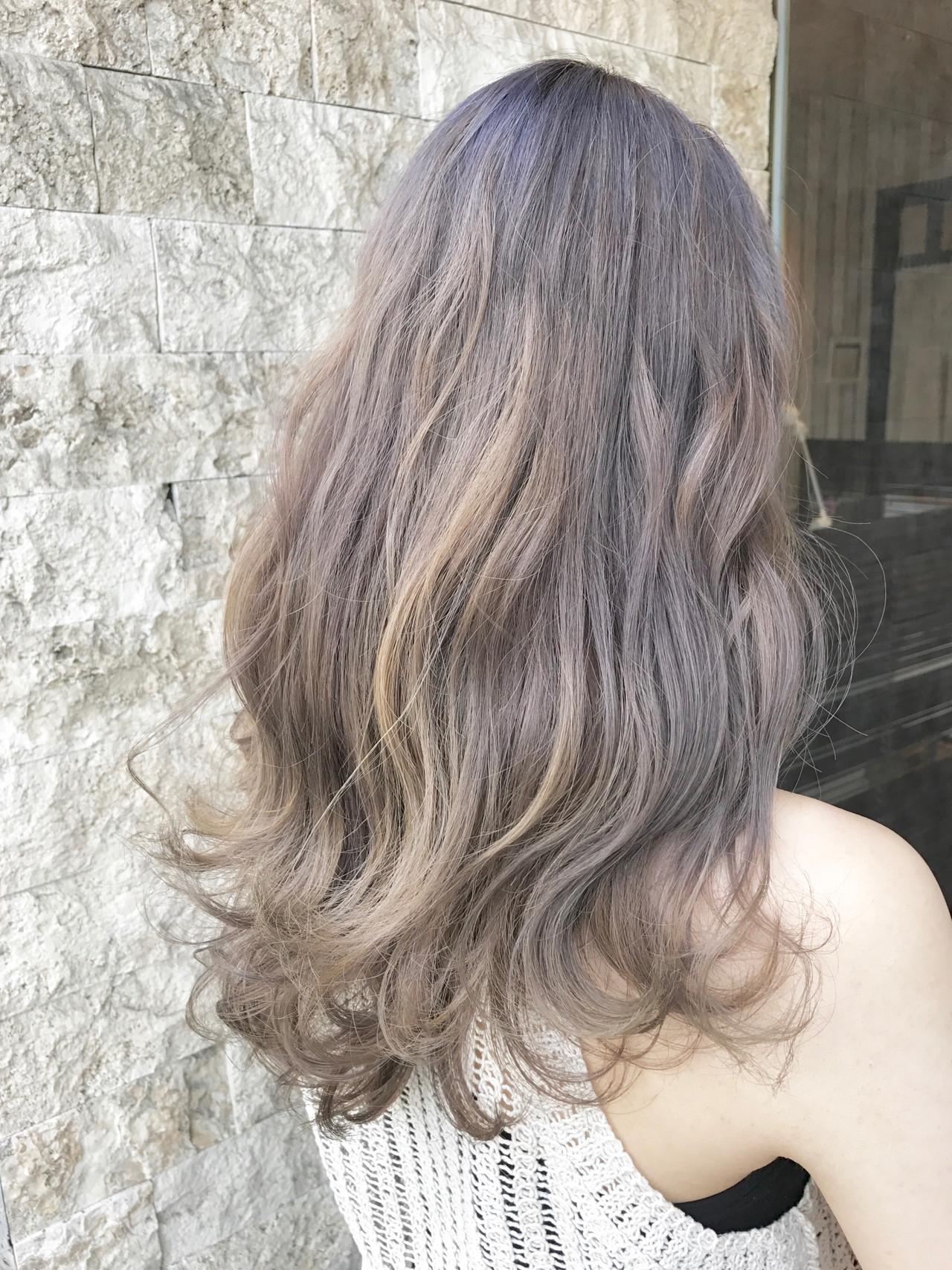 ダブルカラー グレージュ ラベンダーグレージュ セミロング ヘアスタイルや髪型の写真・画像