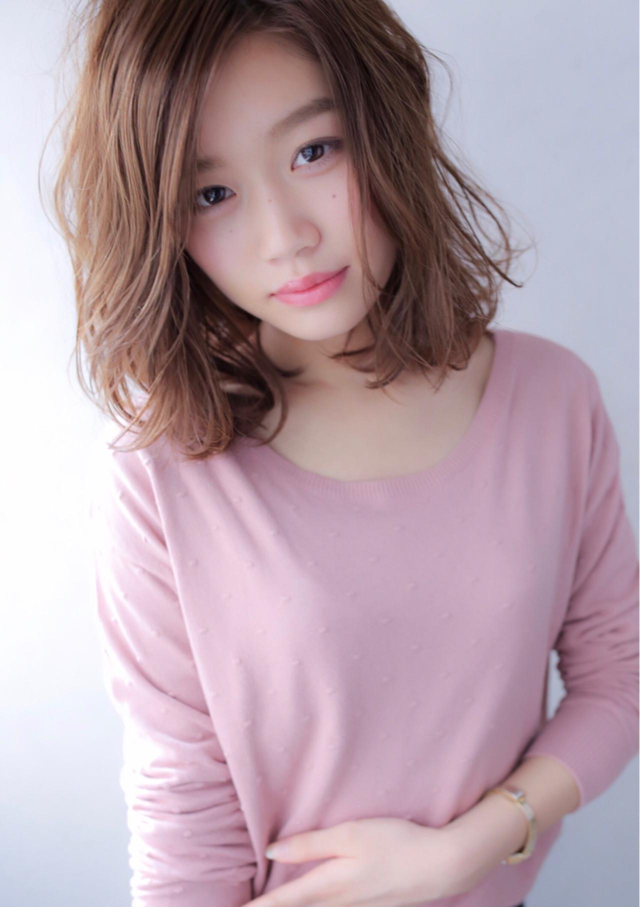 小顔 フェミニン ミディアム 大人女子 ヘアスタイルや髪型の写真・画像 | Yuuki Kamizuru / イーリオ 肥後橋