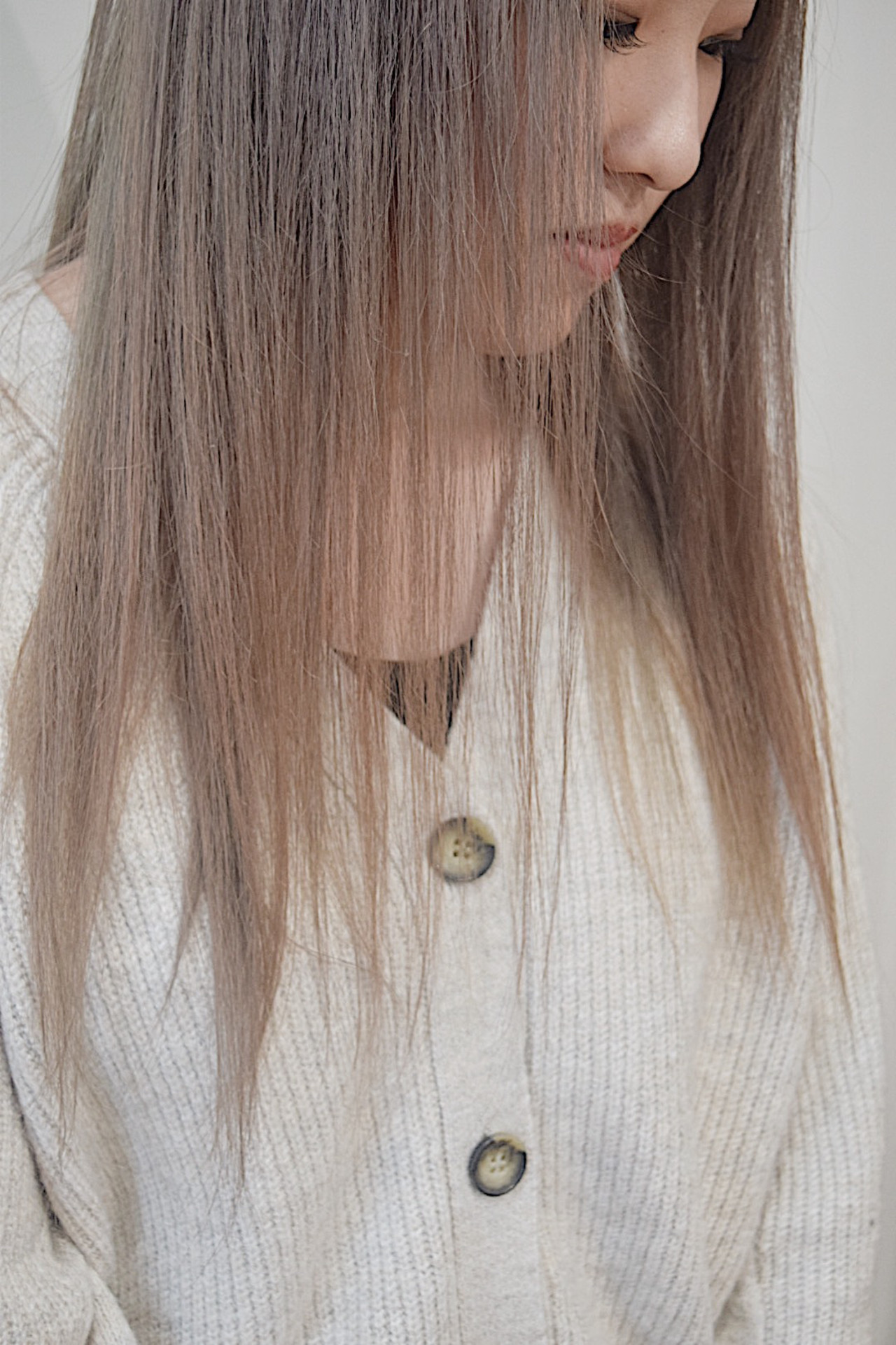 ナチュラルベージュ ナチュラル セミロング ミルクティーブラウン ヘアスタイルや髪型の写真・画像   真鍋 龍平 / white.梅田