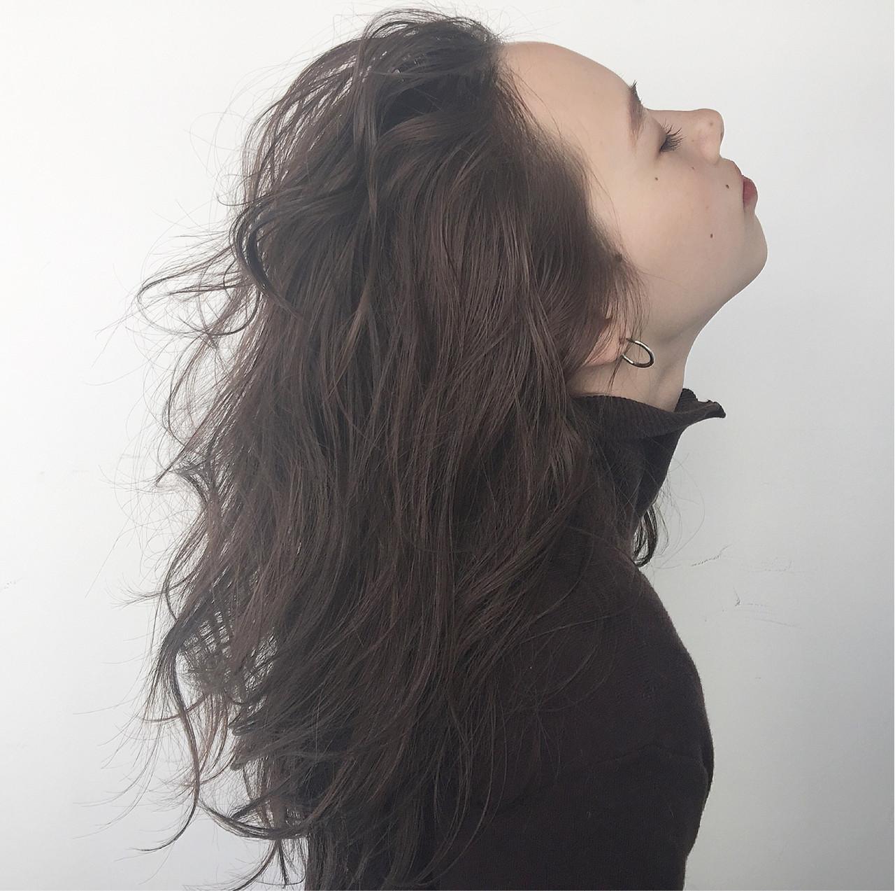グレージュ 外国人風 セミロング 暗髪 ヘアスタイルや髪型の写真・画像