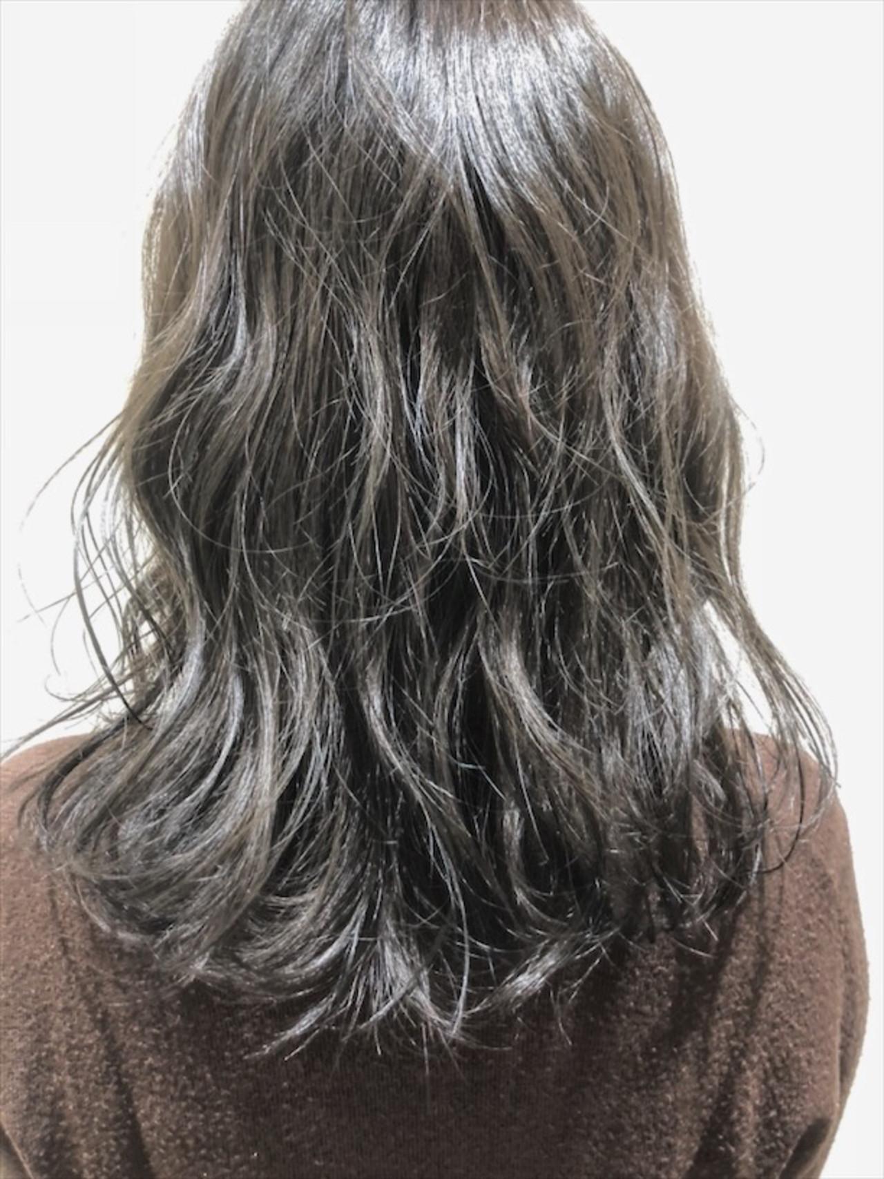 オルティーブアディクシー アディクシーカラー セミロング アッシュグレージュ ヘアスタイルや髪型の写真・画像