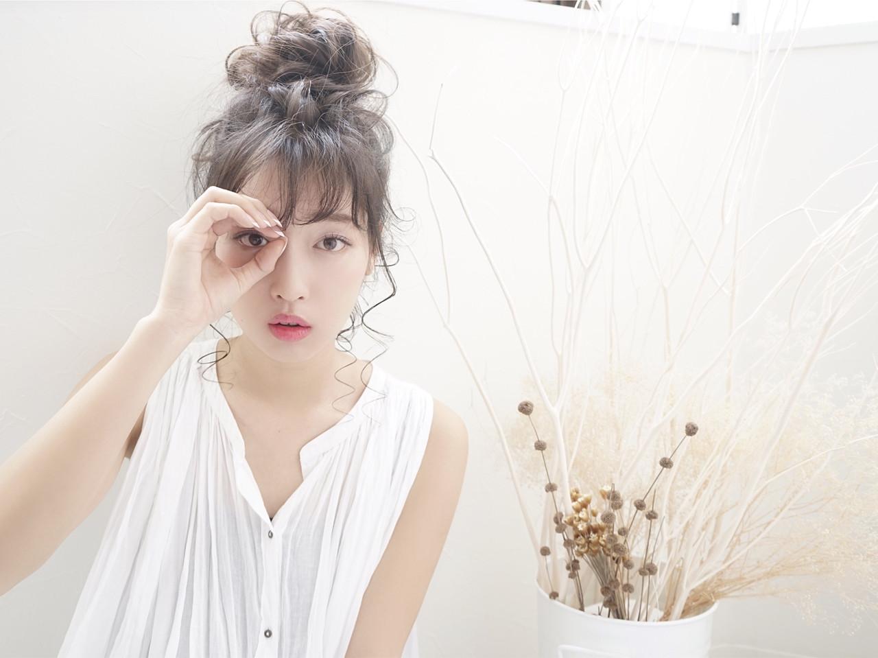 お団子 デート フリンジバング 結婚式 ヘアスタイルや髪型の写真・画像 | 花井啓好 / mateca hairマテカヘアー