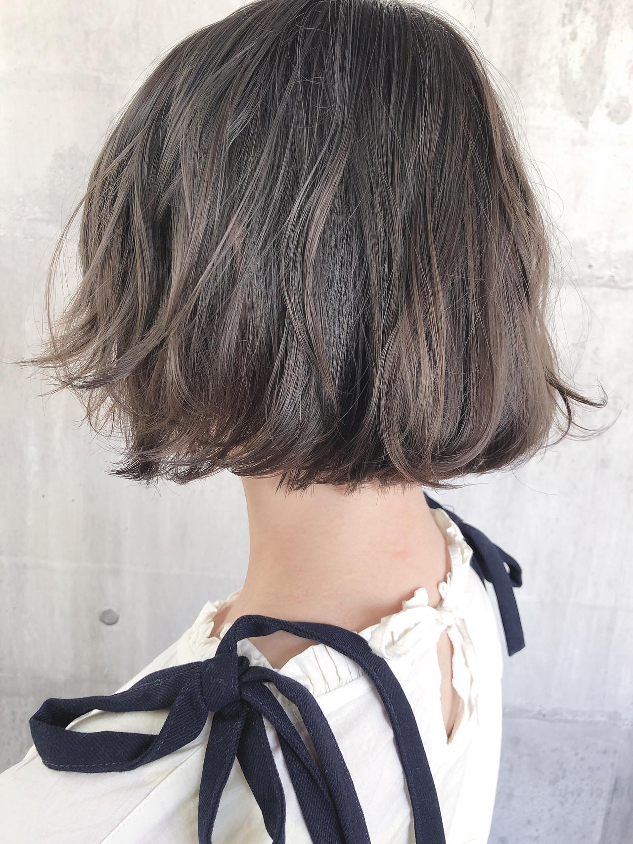 外ハネボブ アッシュベージュ ミニボブ グレージュ ヘアスタイルや髪型の写真・画像