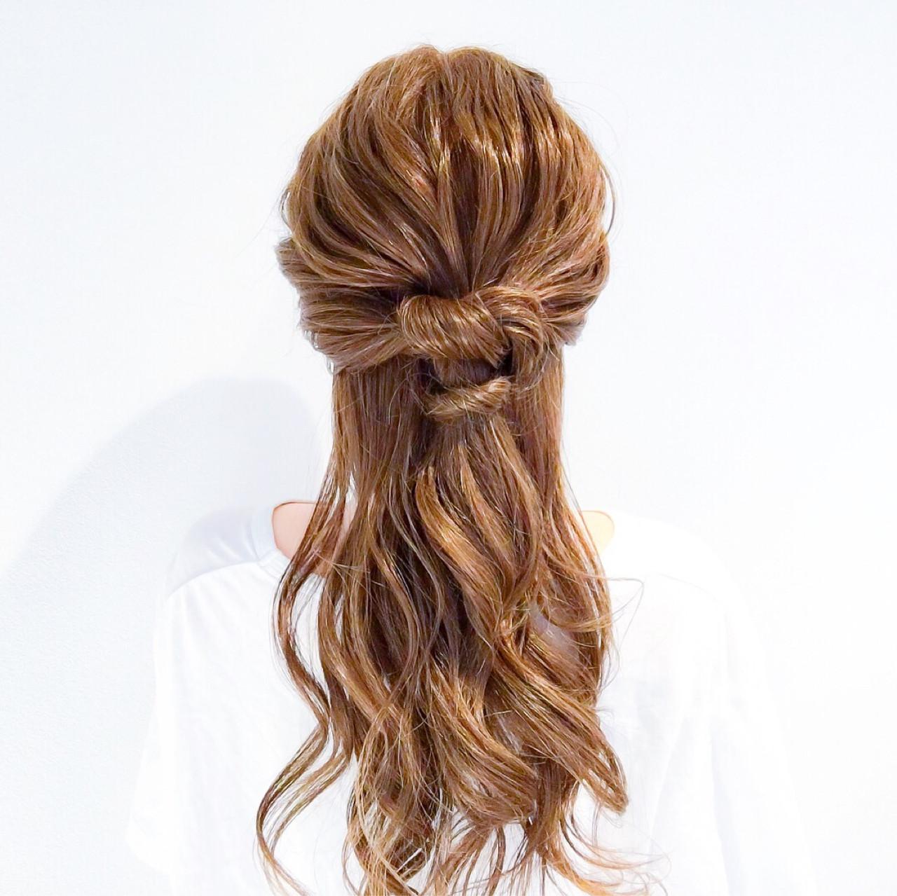 フェミニン ヘアアレンジ ショート オフィス ヘアスタイルや髪型の写真・画像