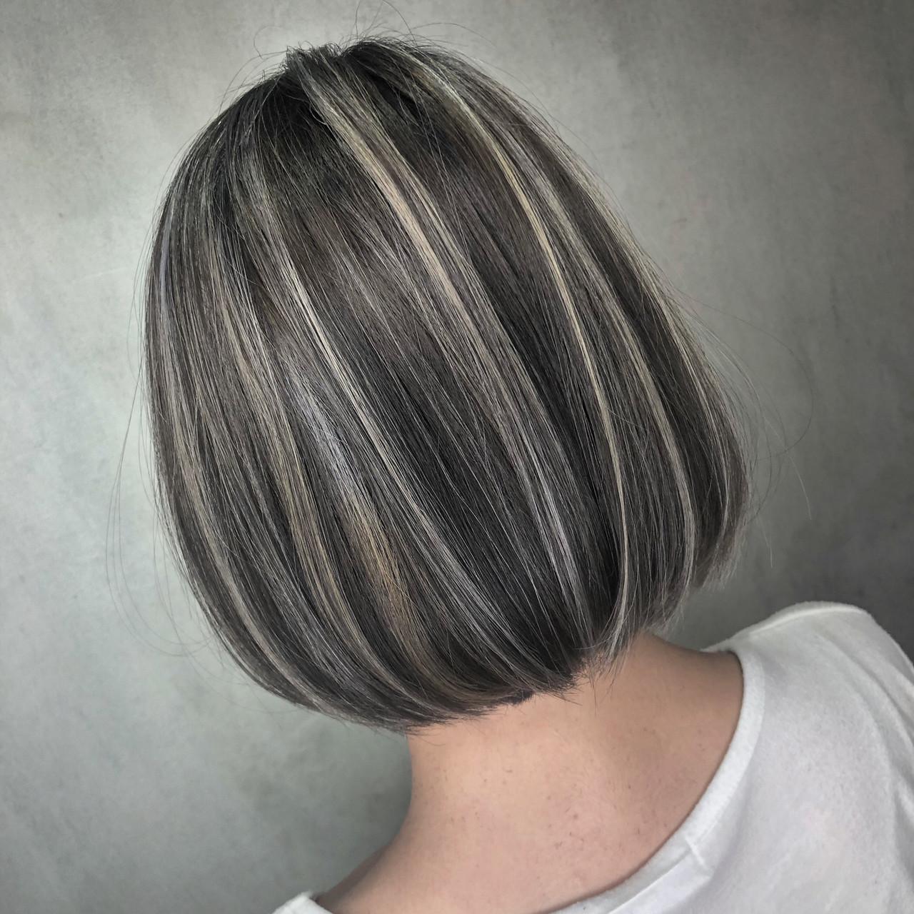 グレージュ ハイライト ボブ ナチュラル ヘアスタイルや髪型の写真・画像