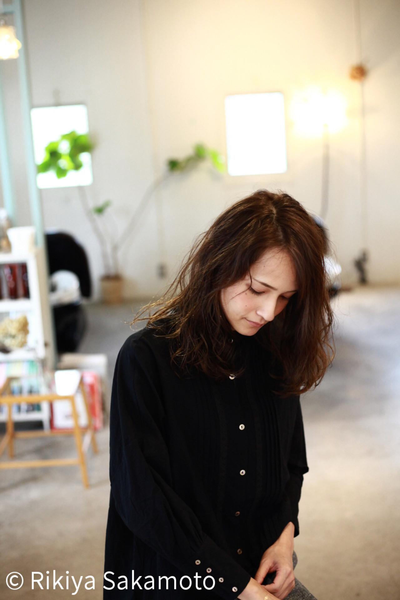 アンニュイ 暗髪 ダークアッシュ 透明感 ヘアスタイルや髪型の写真・画像