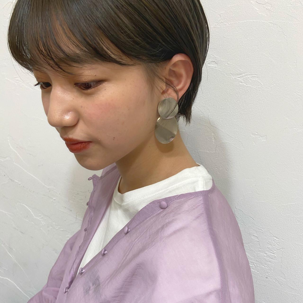 ナチュラル ショートヘア グレージュ アッシュベージュ ヘアスタイルや髪型の写真・画像   haruhi / CHIC feux