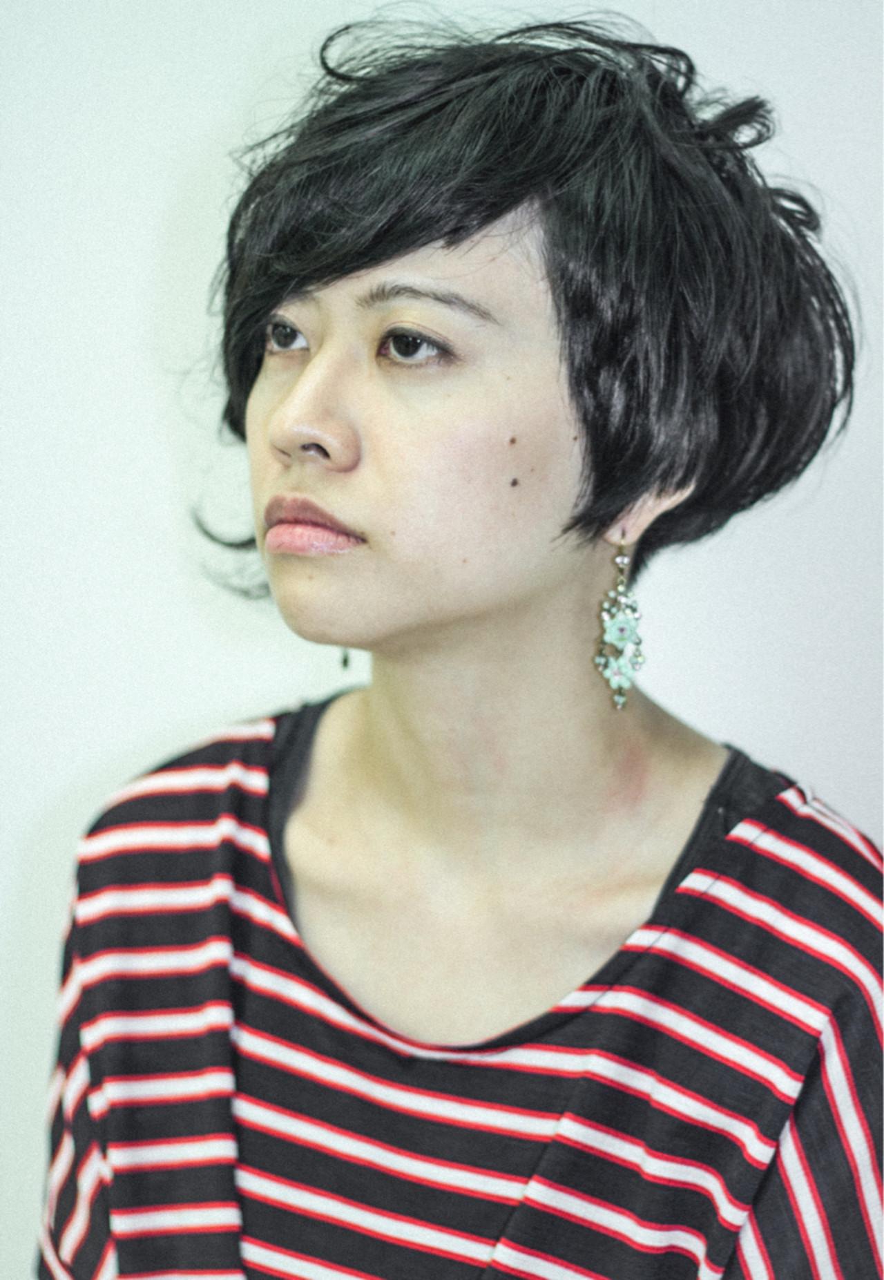 ショート かっこいい くせ毛風 黒髪 ヘアスタイルや髪型の写真・画像