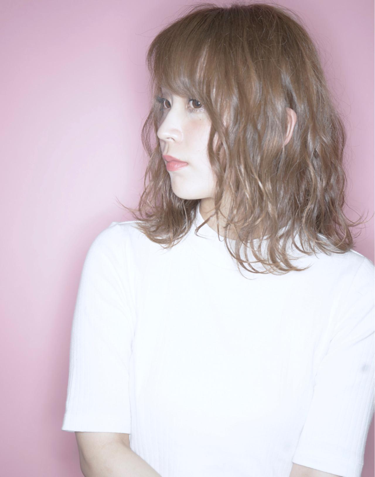 ミルクティー 色気 ナチュラル ニュアンス ヘアスタイルや髪型の写真・画像 | Ryo Nakahira /UniQ / UniQ 美容室