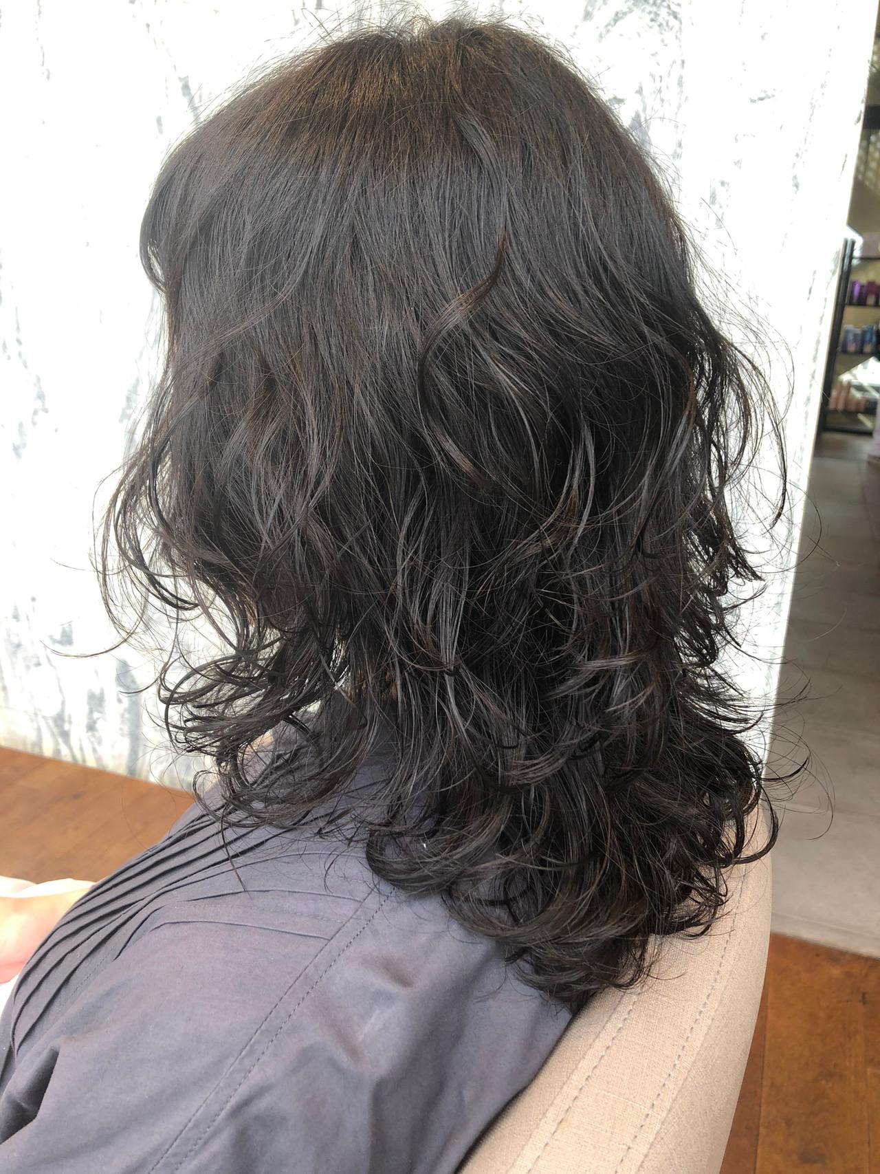 デジタルパーマ ナチュラル ウルフカット ミディアム ヘアスタイルや髪型の写真・画像
