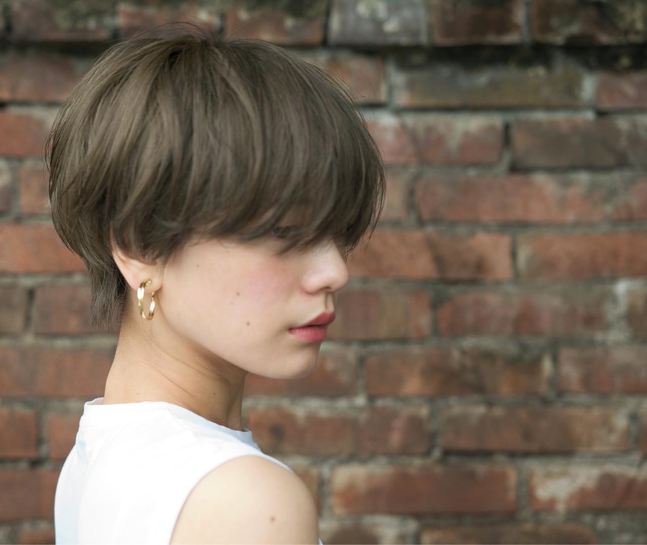 アンニュイほつれヘア ハンサムショート アッシュ ショート ヘアスタイルや髪型の写真・画像