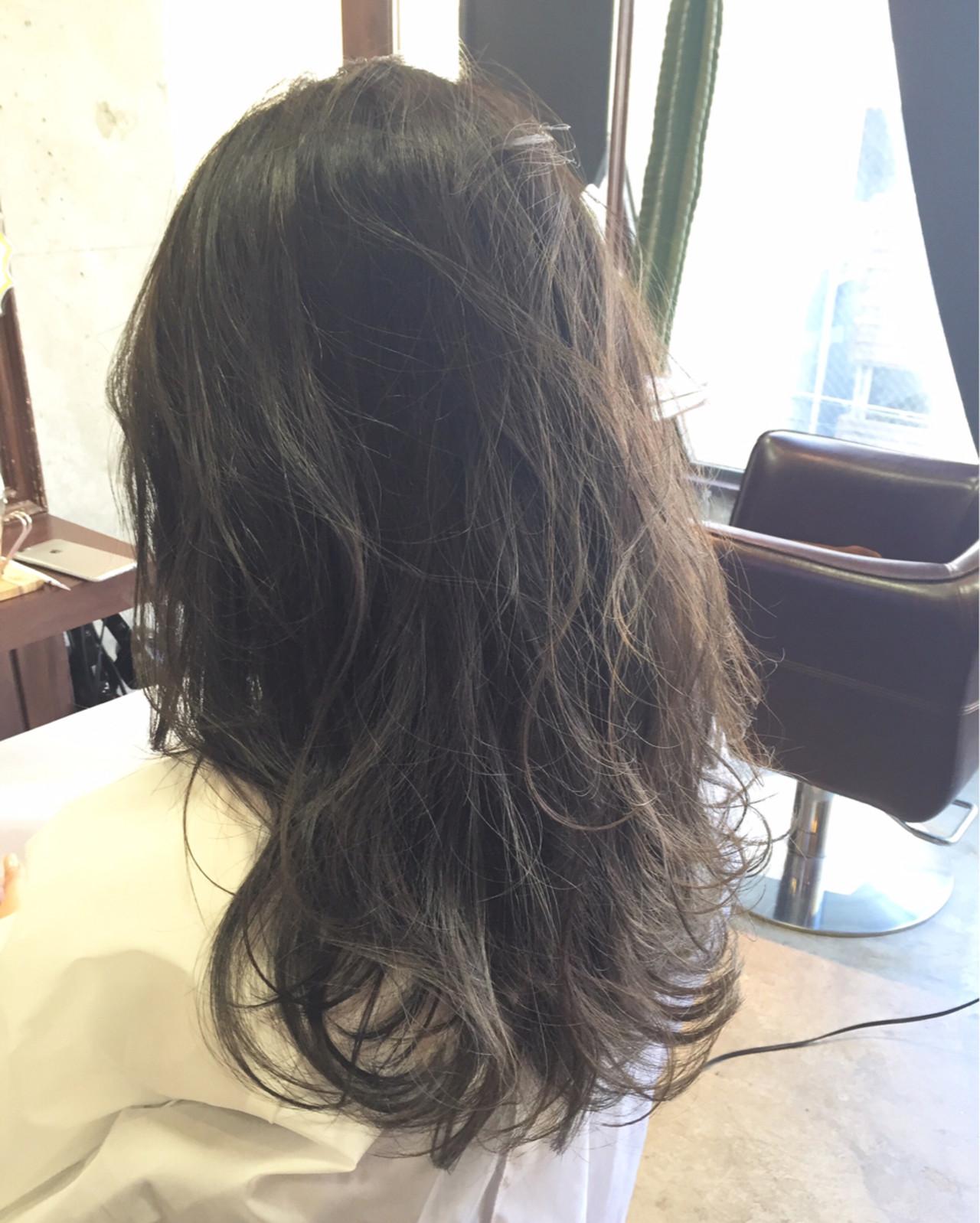 ゆるふわ 外国人風 ナチュラル 暗髪 ヘアスタイルや髪型の写真・画像