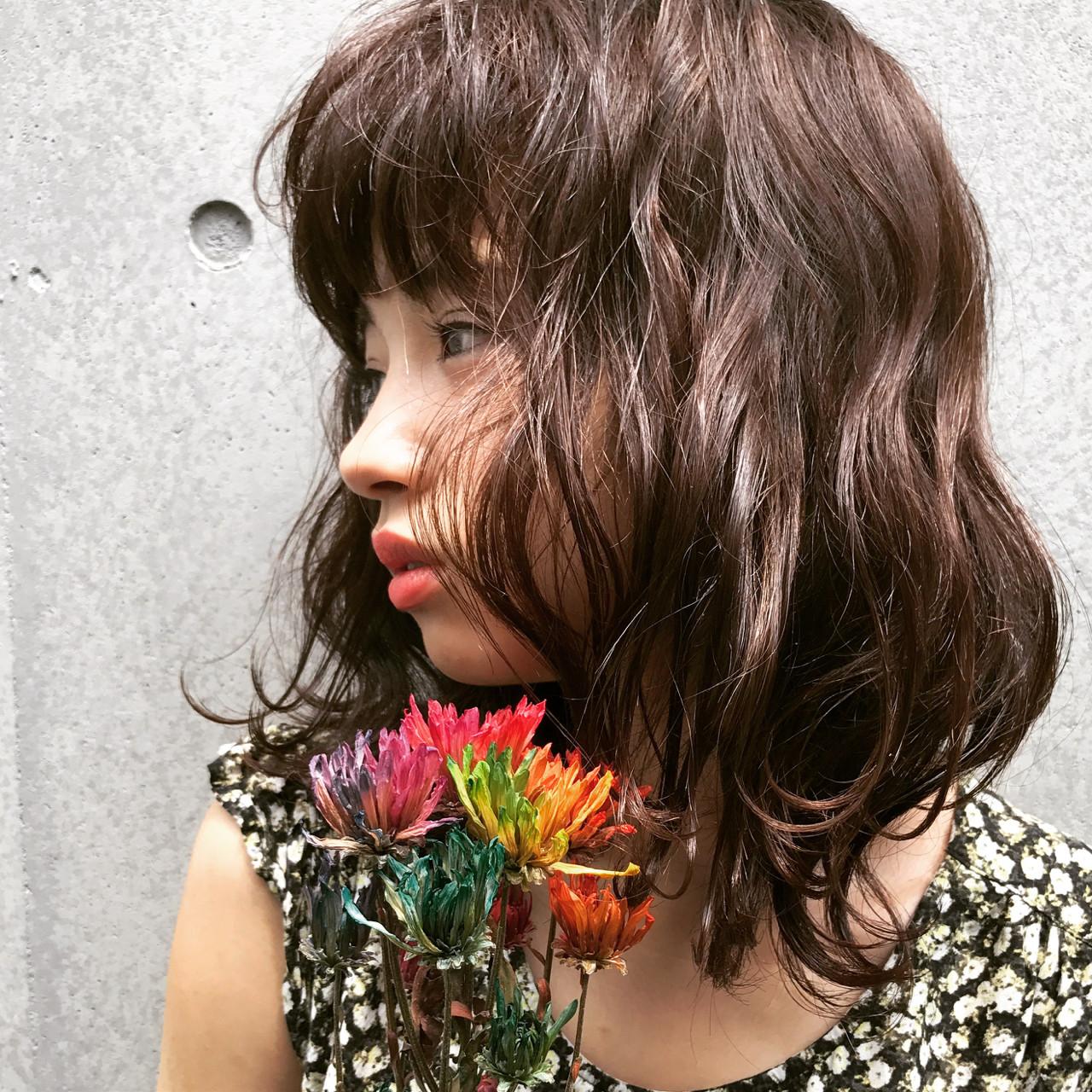 波ウェーブ セミロング ウェットヘア ナチュラル ヘアスタイルや髪型の写真・画像