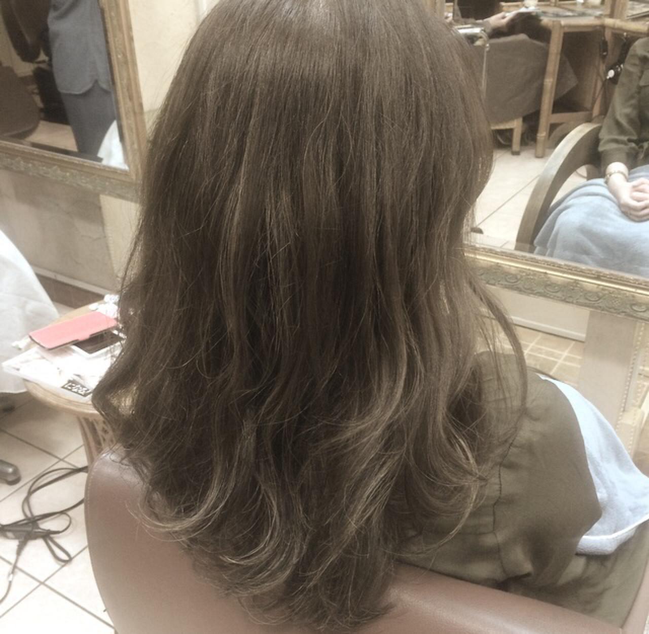 グレージュ グラデーションカラー ハイライト 外国人風カラー ヘアスタイルや髪型の写真・画像
