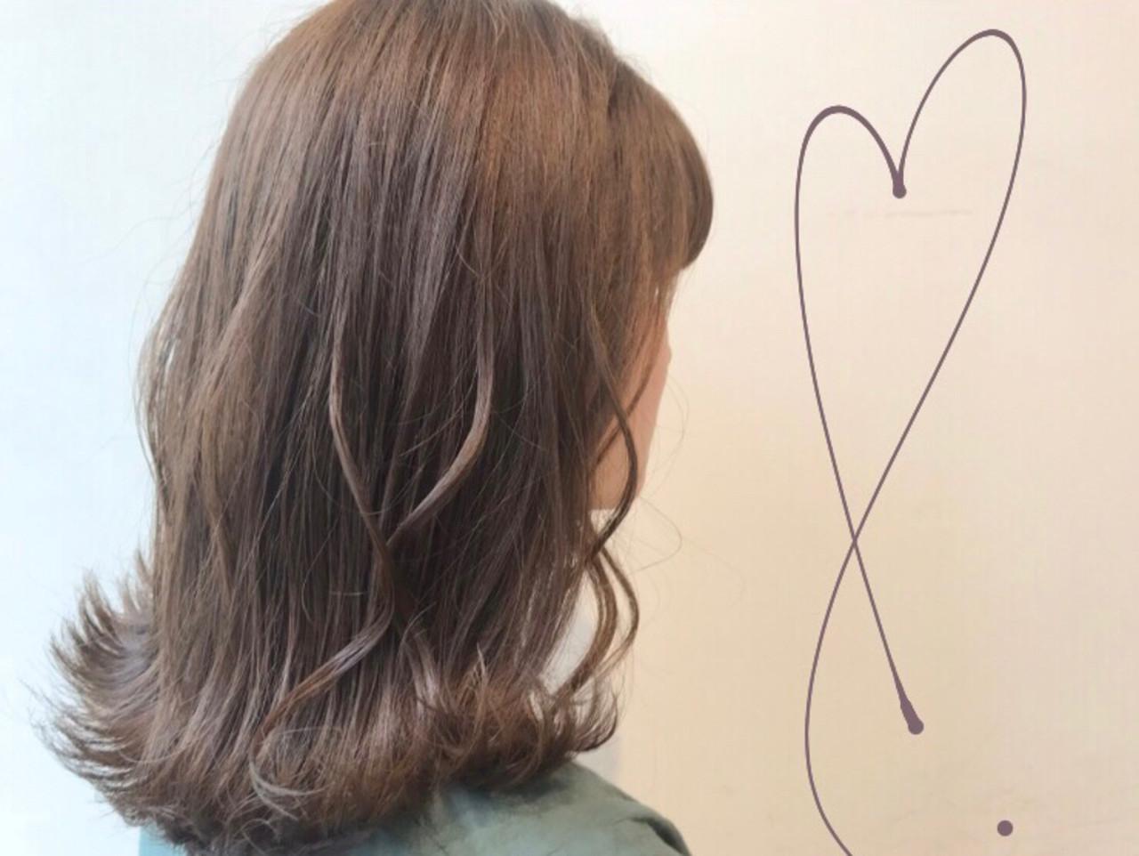 オリーブベージュ ミルクティーアッシュ ブリーチ無し ミルクティーグレージュ ヘアスタイルや髪型の写真・画像