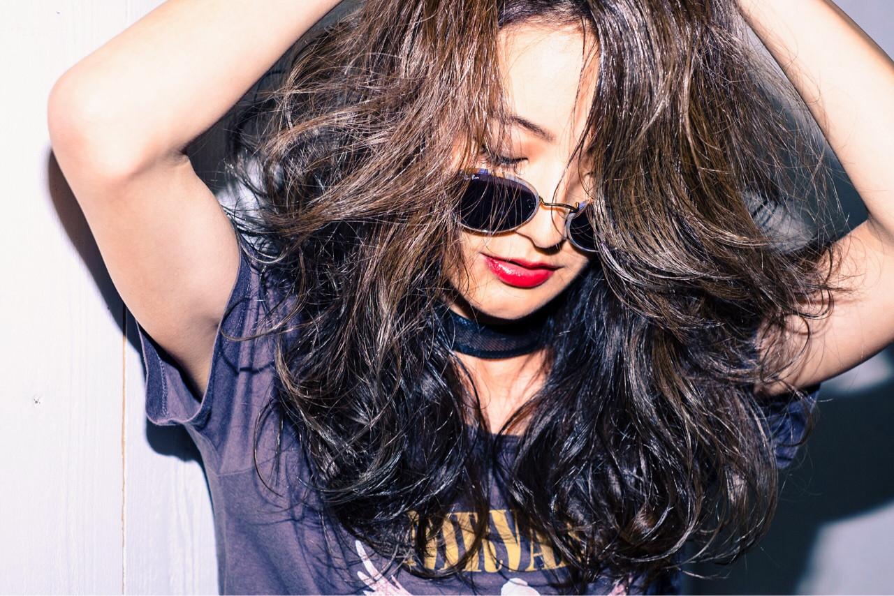 アンニュイ 巻き髪 アッシュ ロック ヘアスタイルや髪型の写真・画像 | HIRO / DOLCE hair横堤