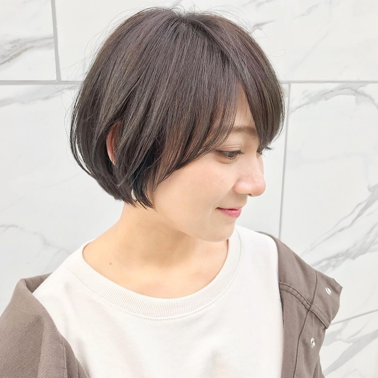 ボブ ショートヘア ナチュラル インナーカラー ヘアスタイルや髪型の写真・画像 | 贄田清也 / Roamer