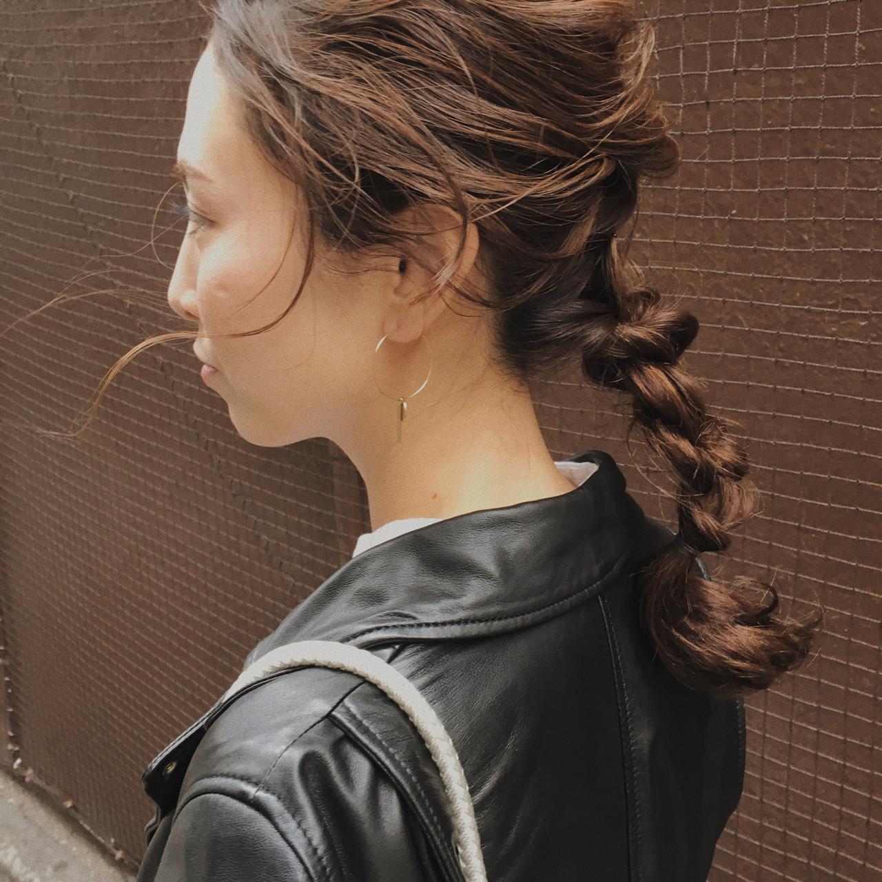 フェミニン 簡単ヘアアレンジ ミディアム ナチュラルベージュ ヘアスタイルや髪型の写真・画像