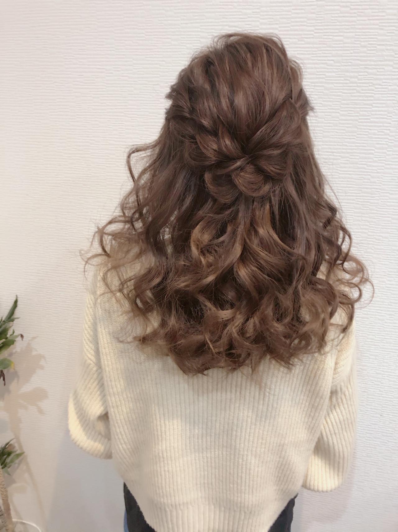 編み込み ヘアアレンジ ねじり ハーフアップ ヘアスタイルや髪型の写真・画像