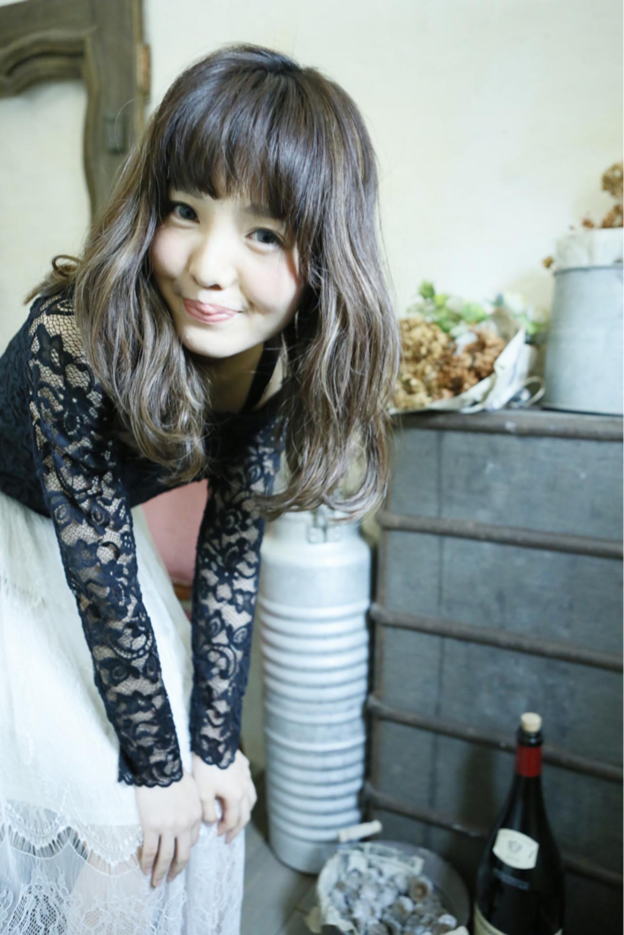 フェミニン パーマ 大人かわいい 外国人風 ヘアスタイルや髪型の写真・画像 | 清水桃子 / ミルクブッシュ / ミルクブッシュ