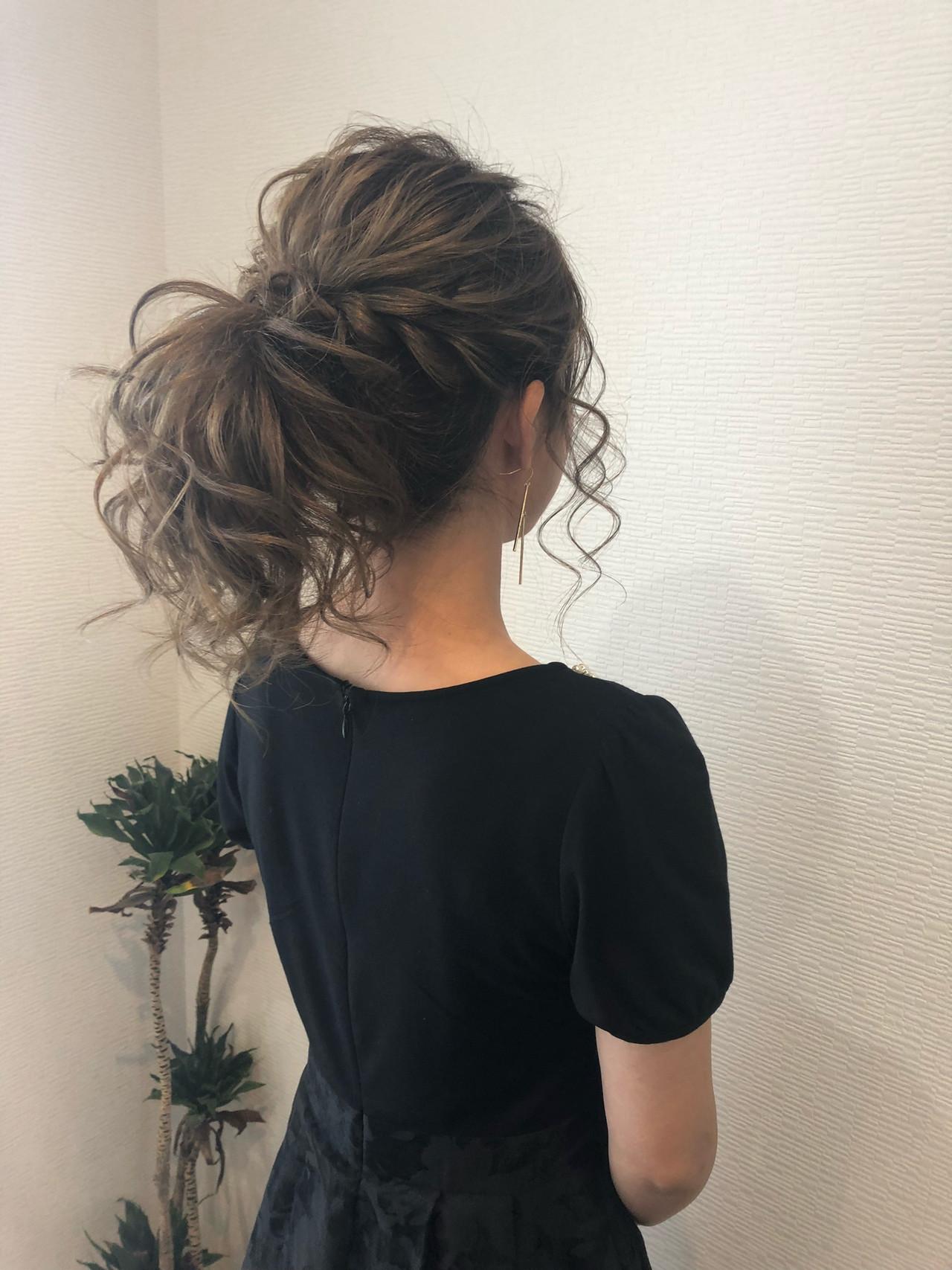 ねじり ミディアム ポニーテールアレンジ フェミニン ヘアスタイルや髪型の写真・画像
