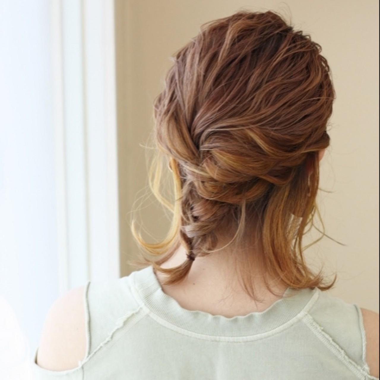 ロープ編み 簡単ヘアアレンジ ミディアム 編みおろし ヘアスタイルや髪型の写真・画像