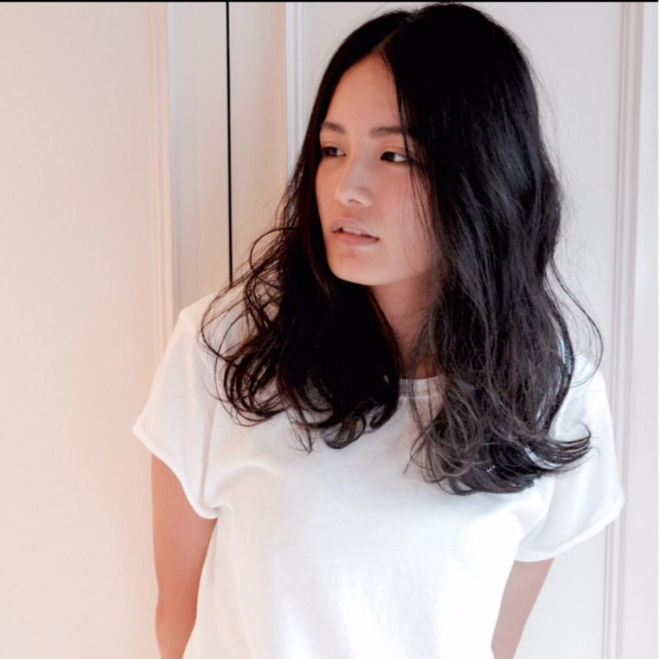 ゆるふわ 黒髪 パーマ 外国人風 ヘアスタイルや髪型の写真・画像   banri / hair atelier URA