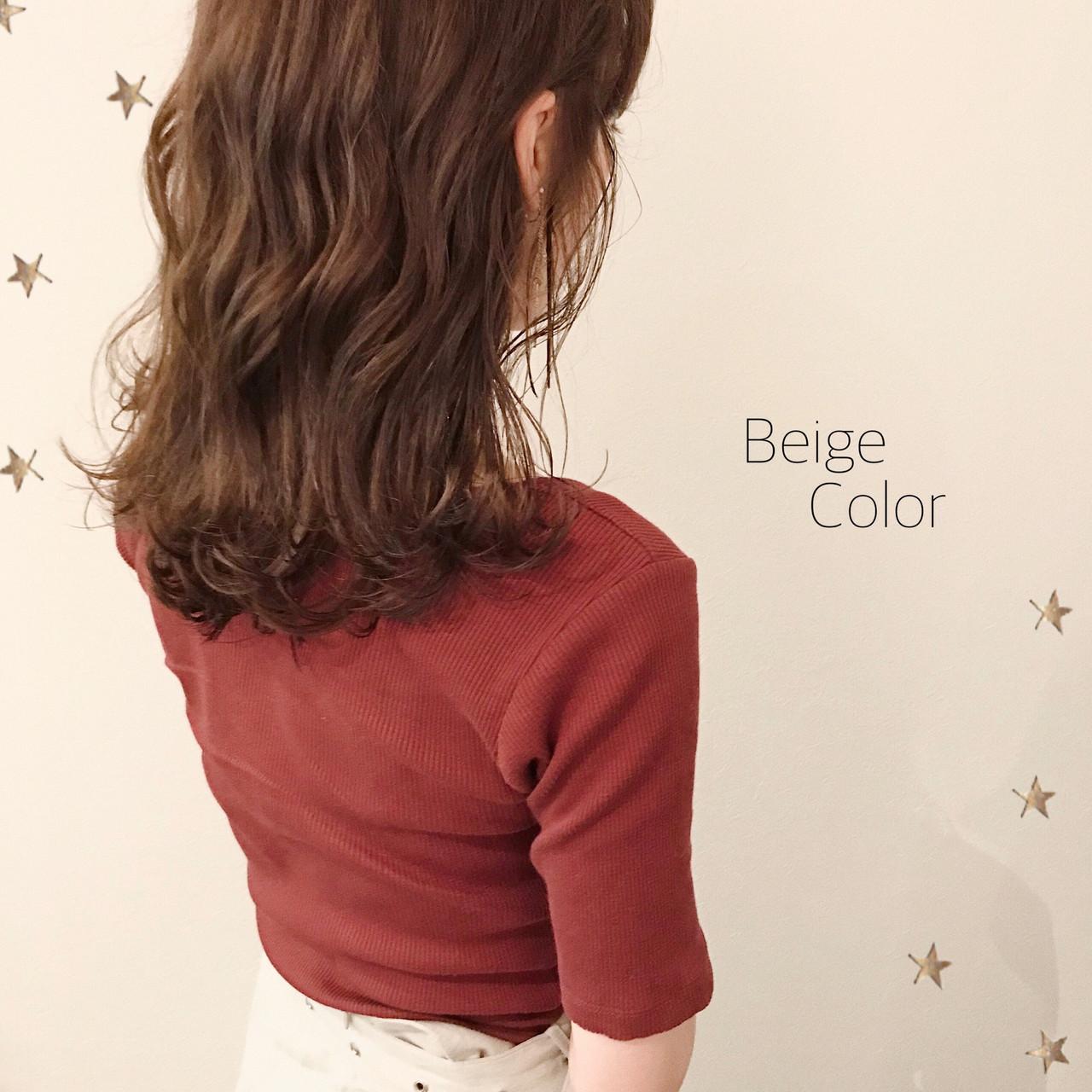 ベージュ ゆるナチュラル ゆる巻き ミディアム ヘアスタイルや髪型の写真・画像