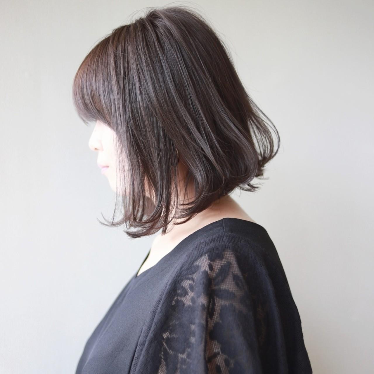 前下がりボブ イルミナカラー 切りっぱなしボブ 透明感カラー ヘアスタイルや髪型の写真・画像