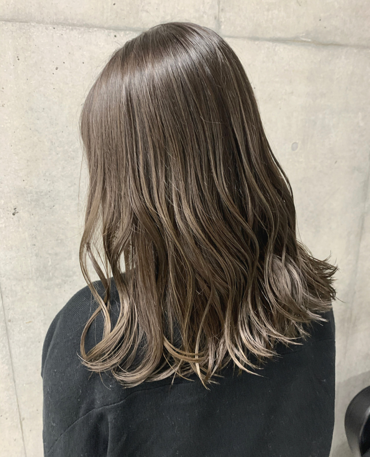 ラベンダーグレージュ ナチュラル 極細ハイライト ミディアム ヘアスタイルや髪型の写真・画像