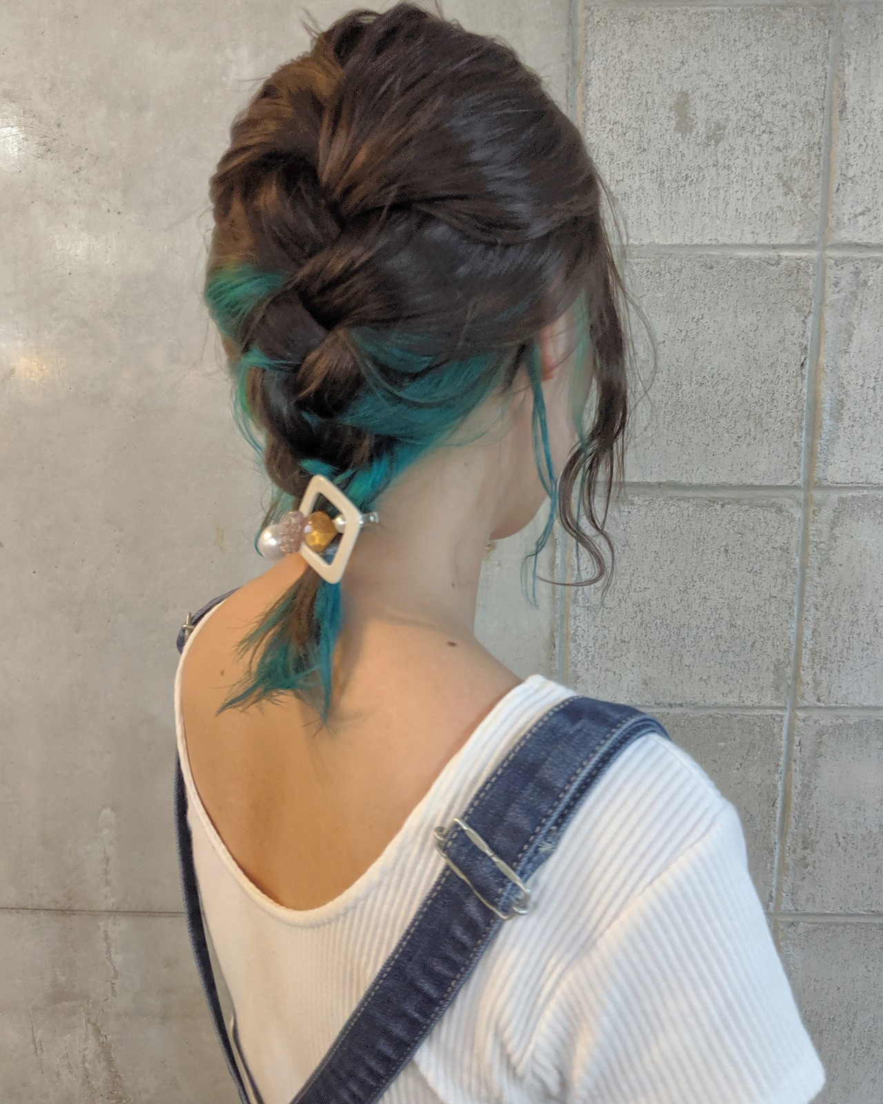 インナーカラー ブルー ミディアム インナーブルー ヘアスタイルや髪型の写真・画像 | HIFUMI / möwen