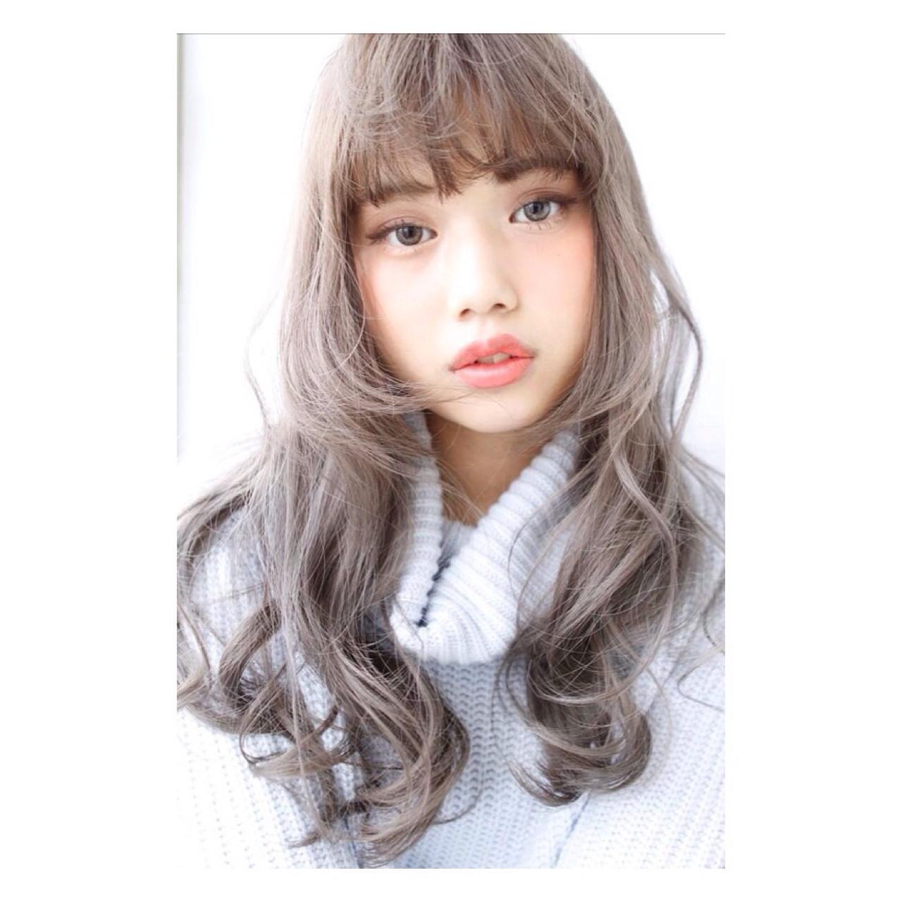 ロング 外国人風カラー ハイトーン アッシュグレージュ ヘアスタイルや髪型の写真・画像
