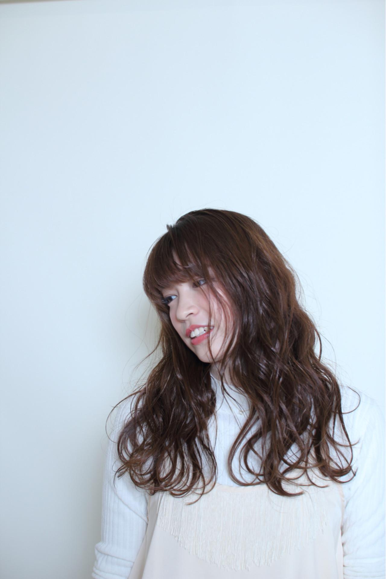 ウェットヘア ナチュラル 抜け感 波ウェーブ ヘアスタイルや髪型の写真・画像
