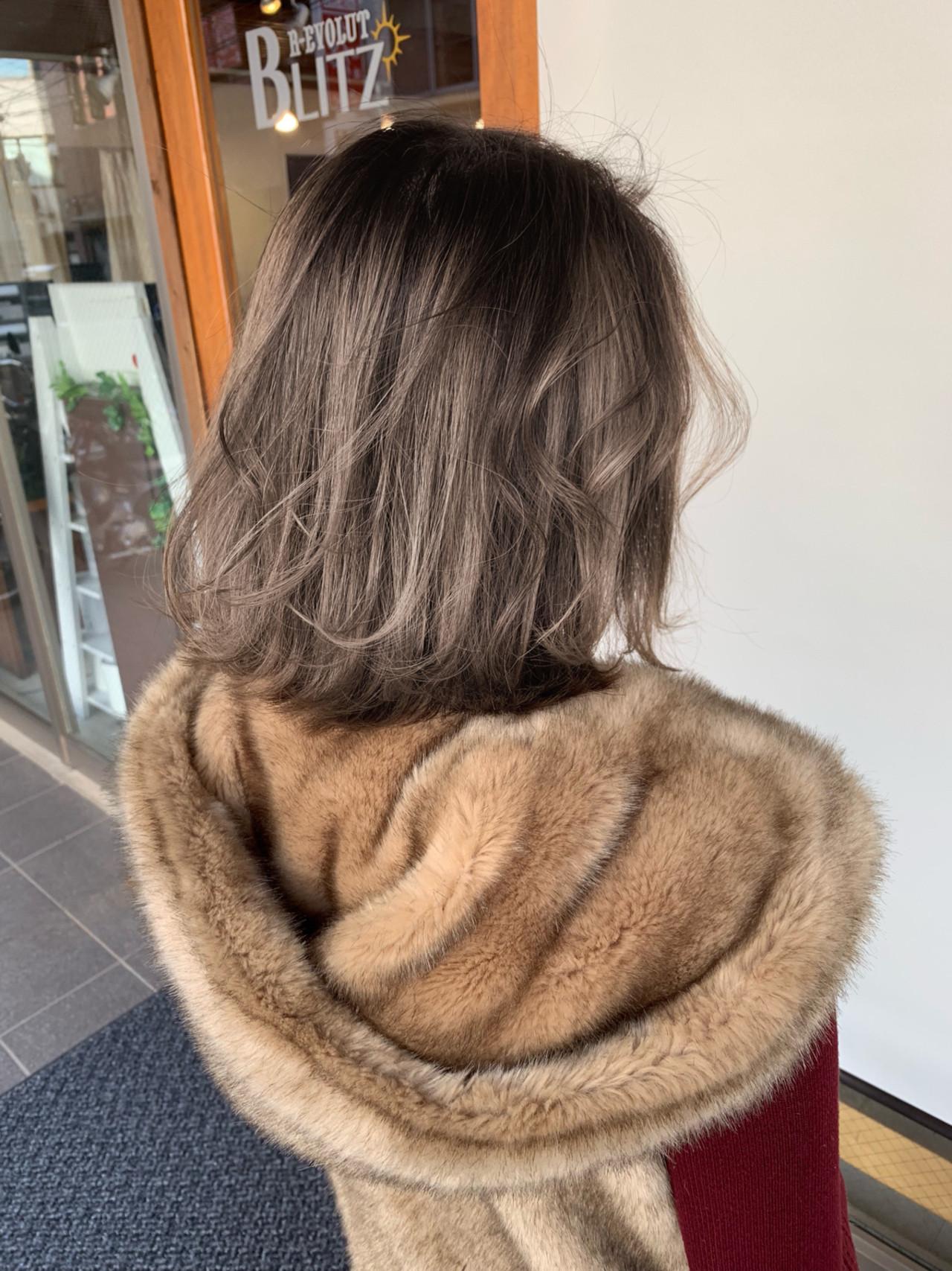 簡単ヘアアレンジ ボブ ミルクティーベージュ フェミニン ヘアスタイルや髪型の写真・画像