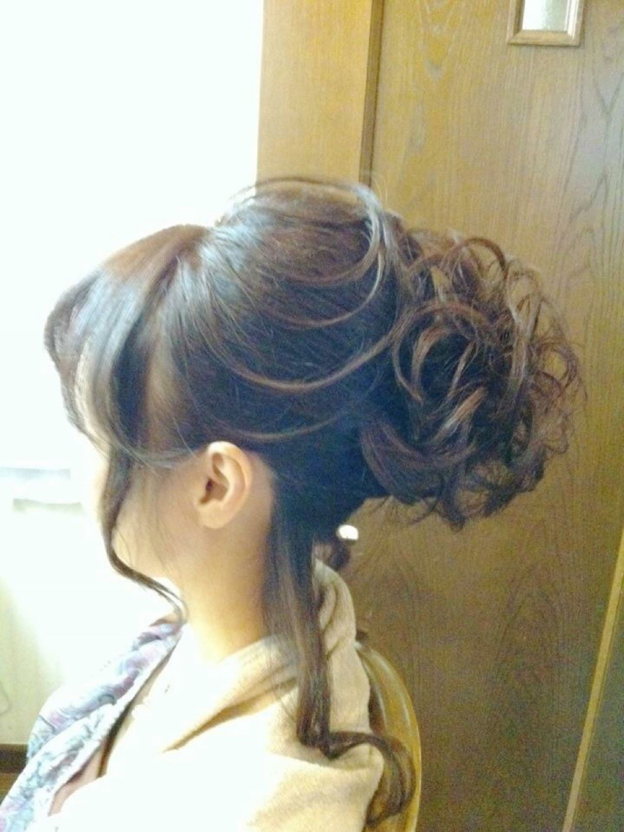 大人かわいい 巻き髪 セミロング 夜会巻 ヘアスタイルや髪型の写真・画像