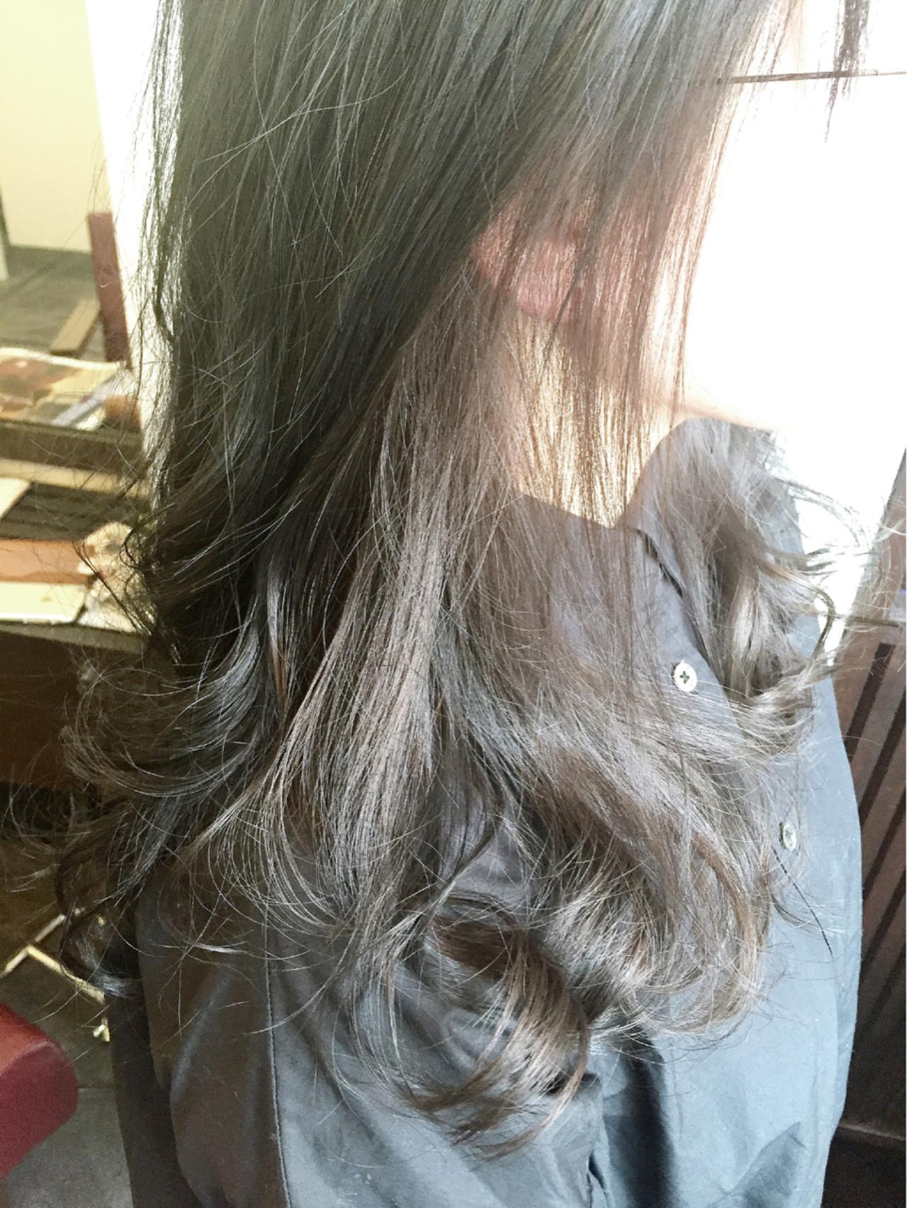 インナーカラー グレージュ 大人かわいい ナチュラル ヘアスタイルや髪型の写真・画像