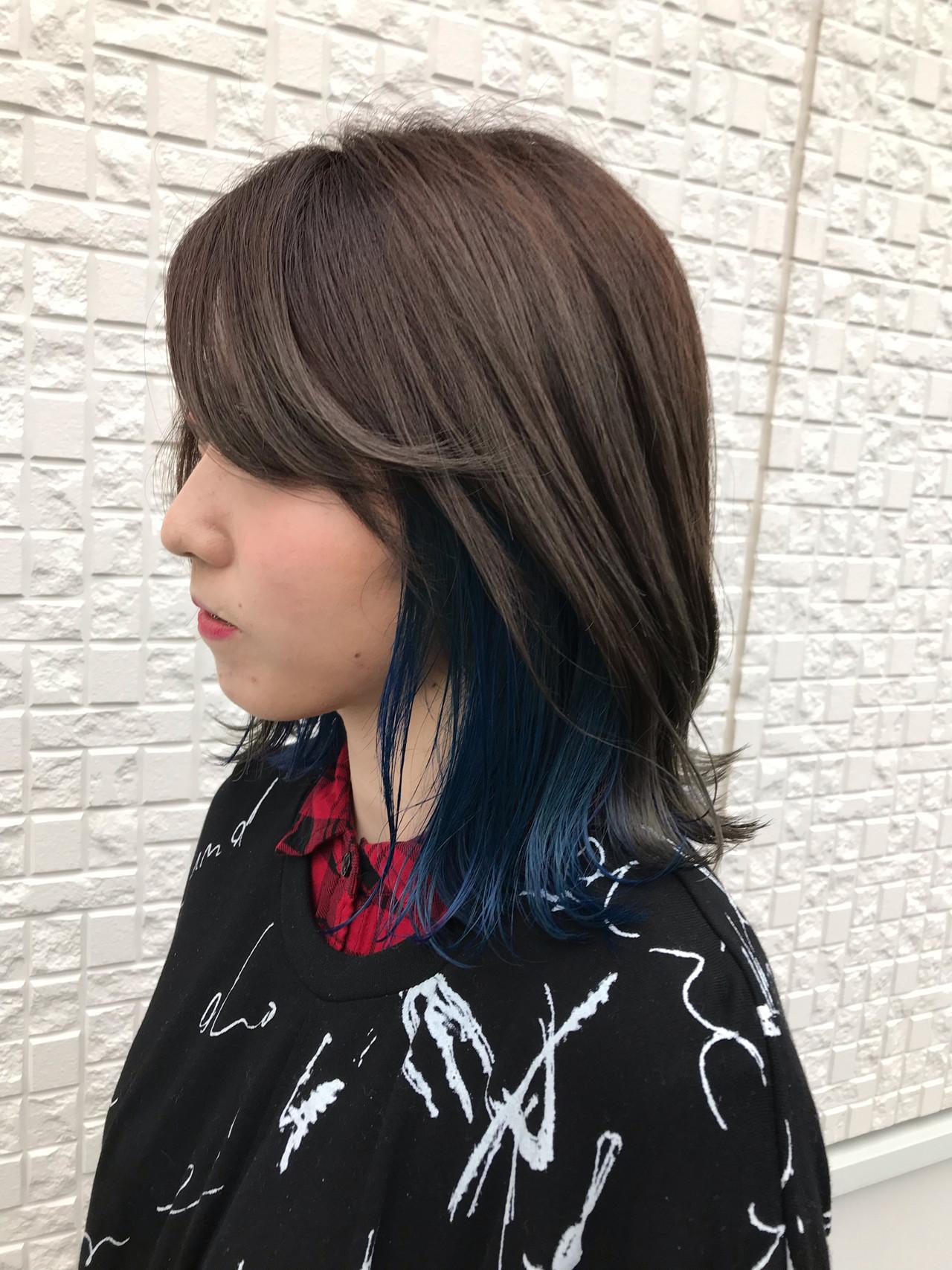 インナーカラー ミディアム ブルー ストリート ヘアスタイルや髪型の写真・画像   斎藤雄太 / フリーランス