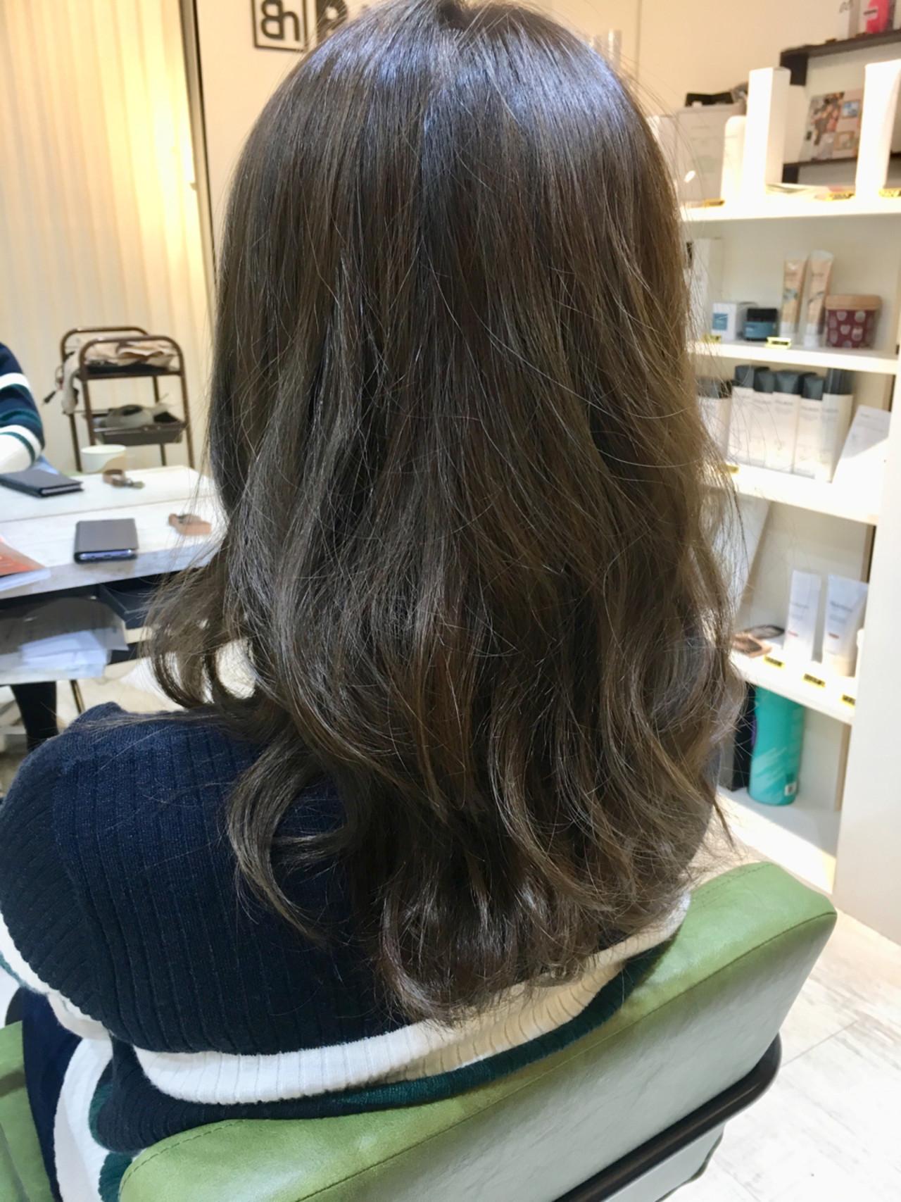 セミロング ゆるふわ トリートメント ウェーブ ヘアスタイルや髪型の写真・画像 | 尼子卓 / Hair salon Bi-ne