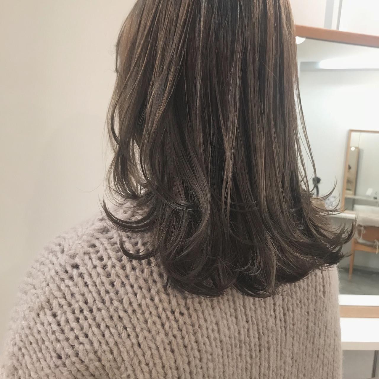 アッシュベージュ ミルクティーベージュ 透明感カラー ナチュラル ヘアスタイルや髪型の写真・画像