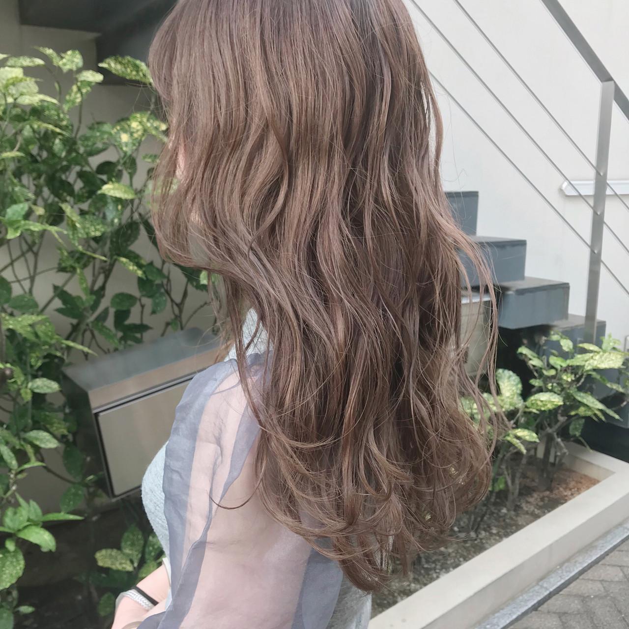 ミルクティーベージュ 波巻き ベージュカラー ダブルカラー ヘアスタイルや髪型の写真・画像 | 餅しほり / ing / ing