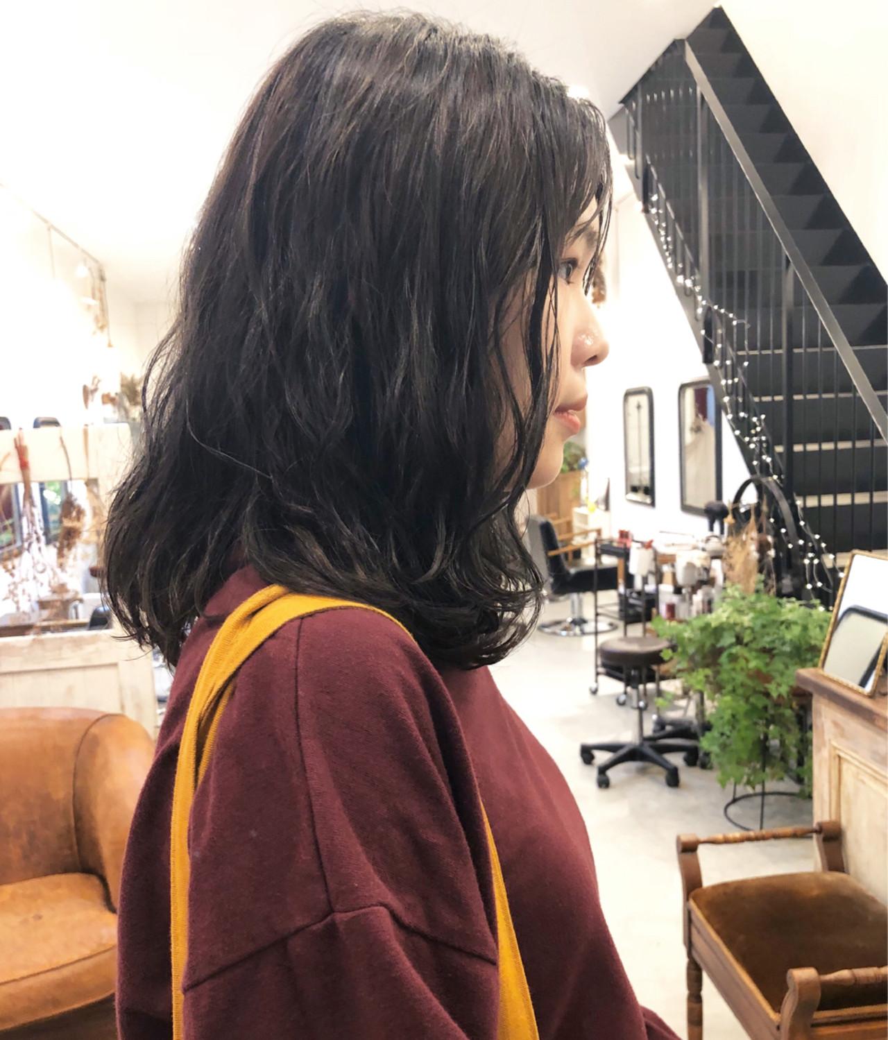 パーマ モード アンニュイほつれヘア ナチュラル ヘアスタイルや髪型の写真・画像